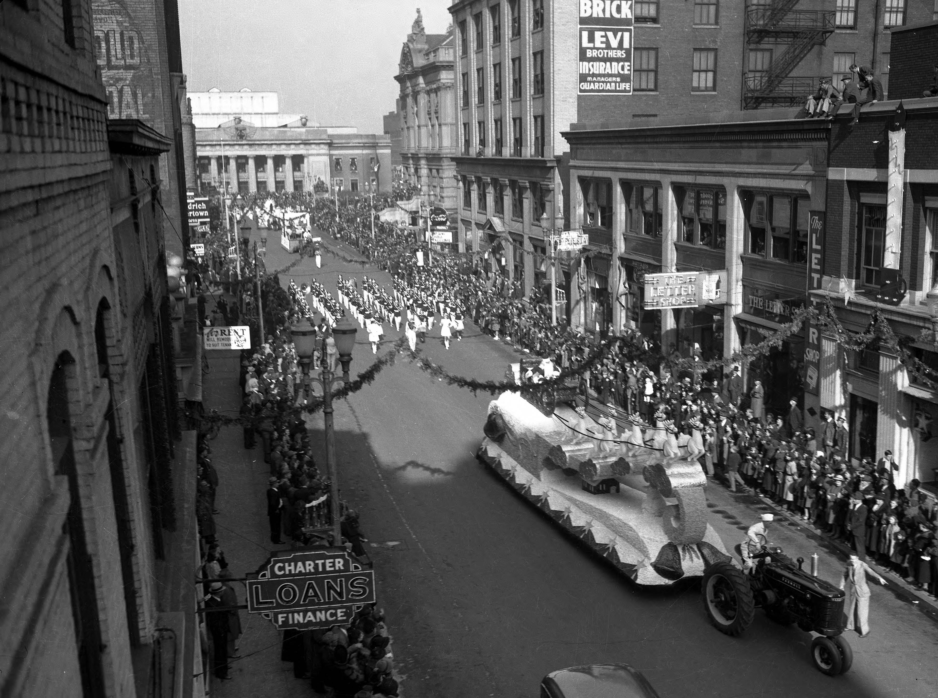 Christmas parade headed up NW 4th St., with the Soldiers and Sailors Memorial Coliseum on Court St. behind them in 1938.