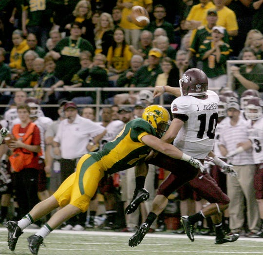 North Dakota State's defense made it difficult for the Montana Grizzlies in a 2014 regular-season game won the Bison at the Fargodome, 22-10.