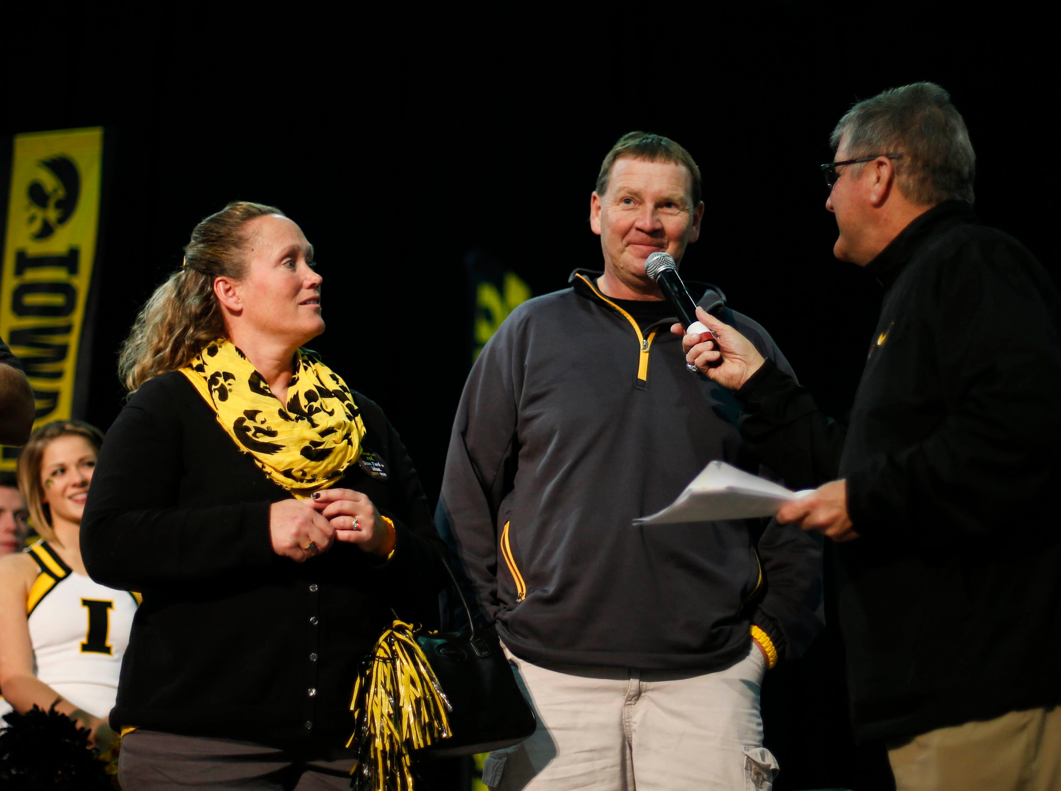 Iowa Hawkeye radio broadcaster Gary Dolphin speaks with the parents of Hawkeyes defensive end Parker Hesse during the Hawkeye Huddle on Wednesday, Dec. 30, 2015, at the Los Angeles Convention Center.