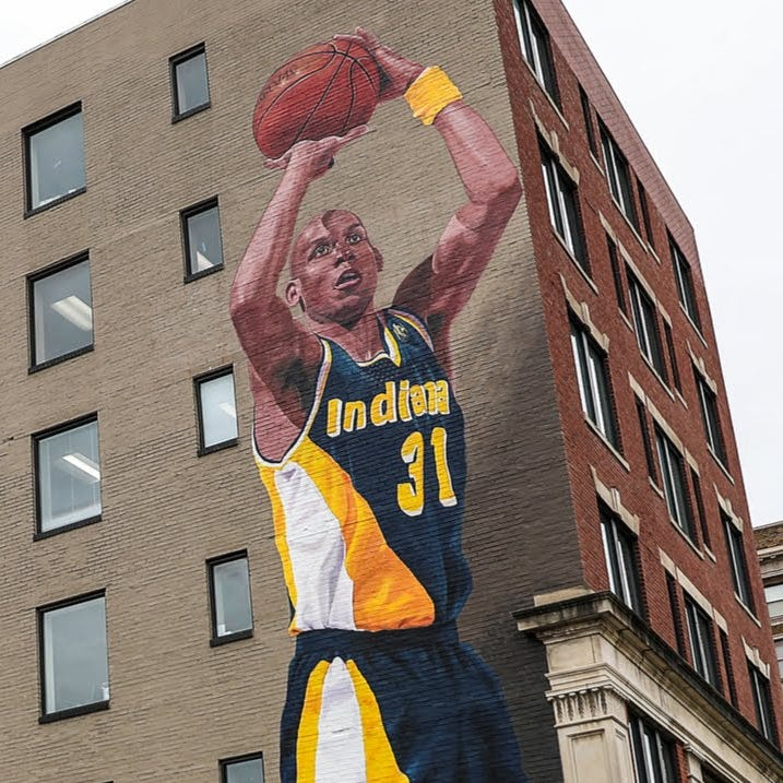 Reggie Miller finally sees his mural in person
