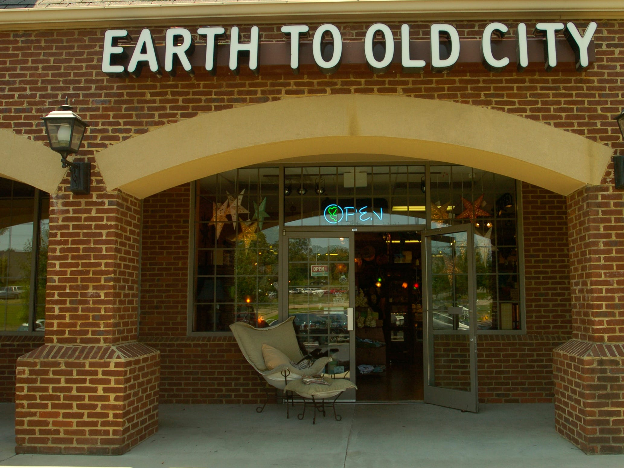 Earth to Old City in Farragut. 7/17/06