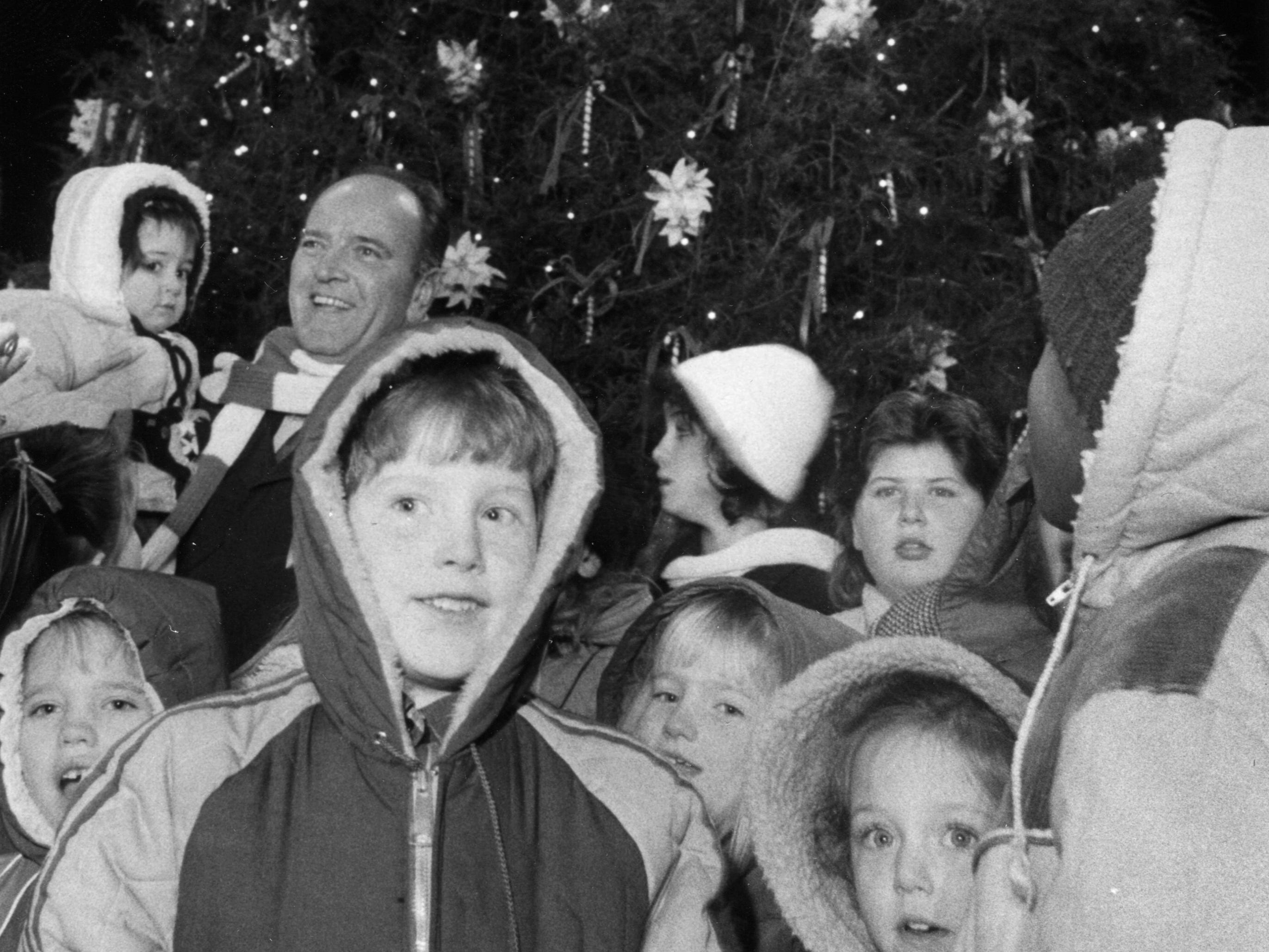 Mayor Kyle Testerman helps celebrate the lighting of the city's Christmas tree on Dec. 7, 1984, at Market Square. (Knoxville News Sentinel Archive)