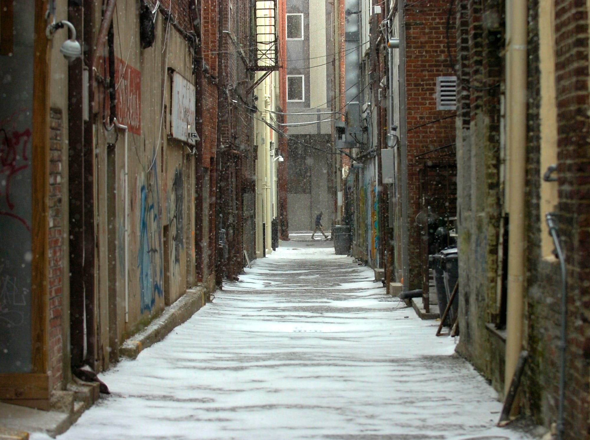 Snow falls down the ally behind Market Square in downtown Knoxville on Wednesday, Feb. 10, 2009.