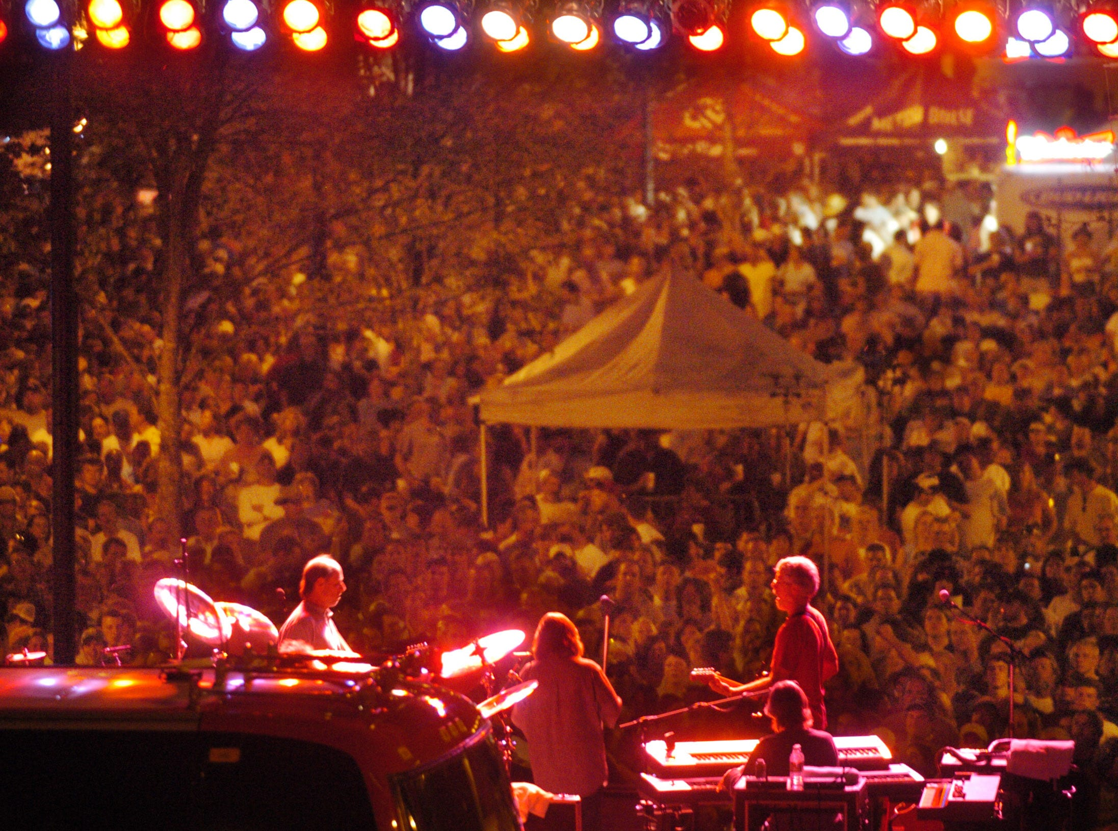 The band Little Feat performs at the opening night of Sundown in the City on Market Square in Knoxville Thursday night. Jeff Adkins/NEWS SENTINEL ----04/13/2006.