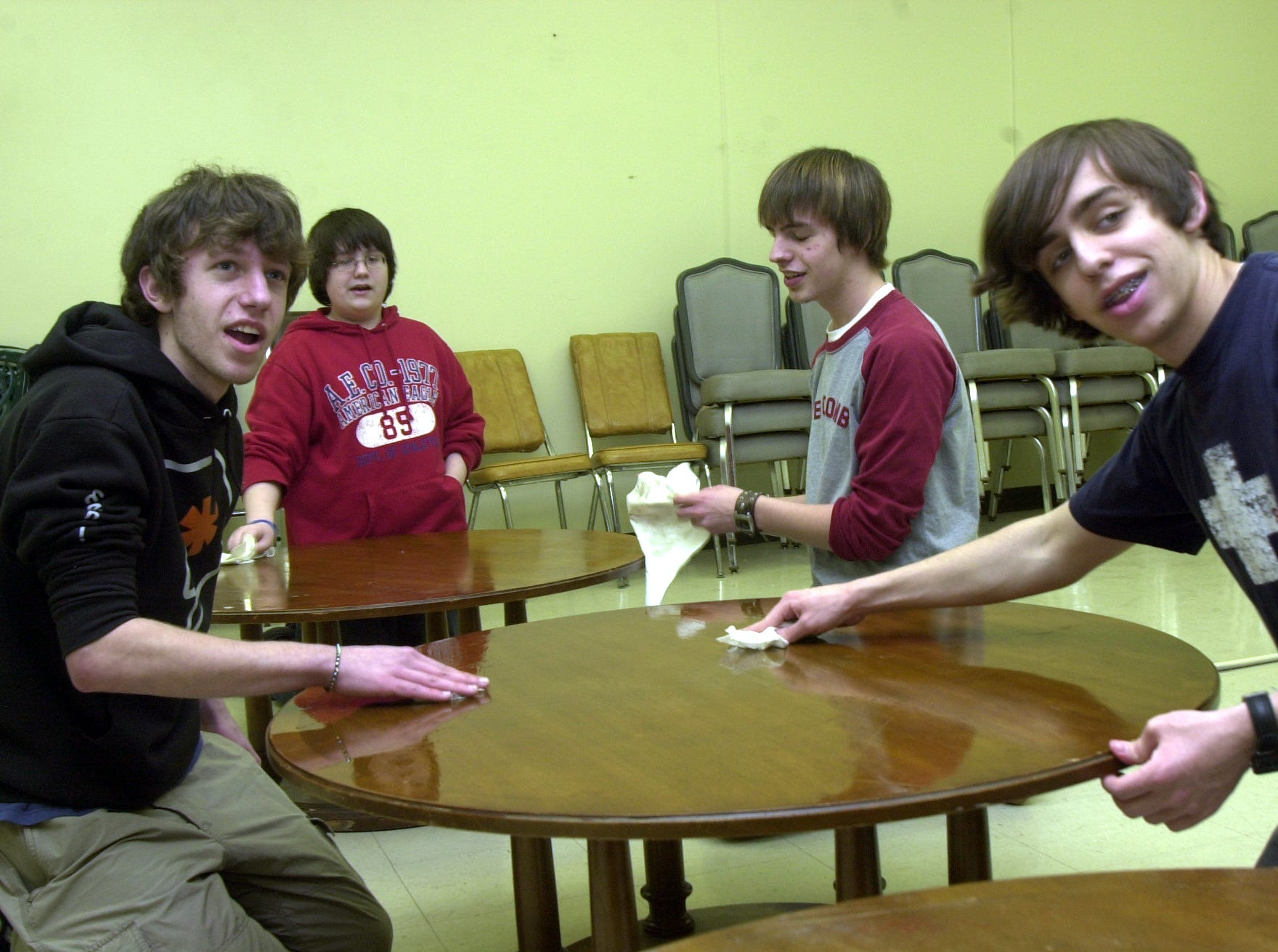 Cleaning a table for resale in the new Anderson County Habitat for Humanity store opening soon in Oak Ridge are, from left, Clinton High School students Jimmy Stout, Andrew Taylor, Tyler Morrow and Stephen Norrod.    March 25, 2005.