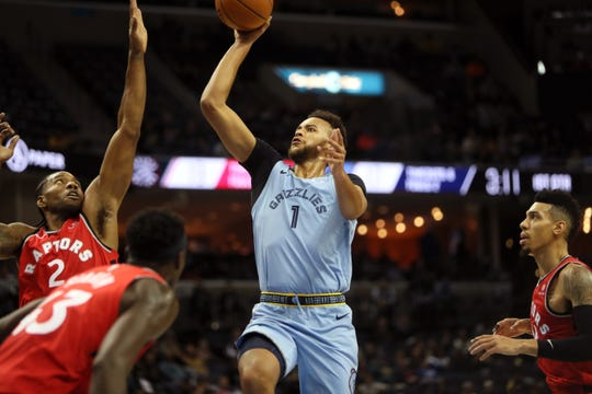 Memphis Grizzlies forward Ryan Anderson shoots the ball over Toronto Raptors Kawhi Leonard defender at the FedExForum on Tuesday, Nov. 27, 2018.