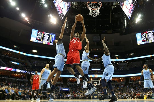 Toronto Raptors forward Kawhi Leonard lays the ball up past Memphis Grizzlies Kyle Anderson during their game at the FedExForum on Tuesday, Nov. 27, 2018.