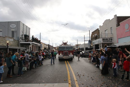 Kiwanis Club Christmas Parade is Saturday.