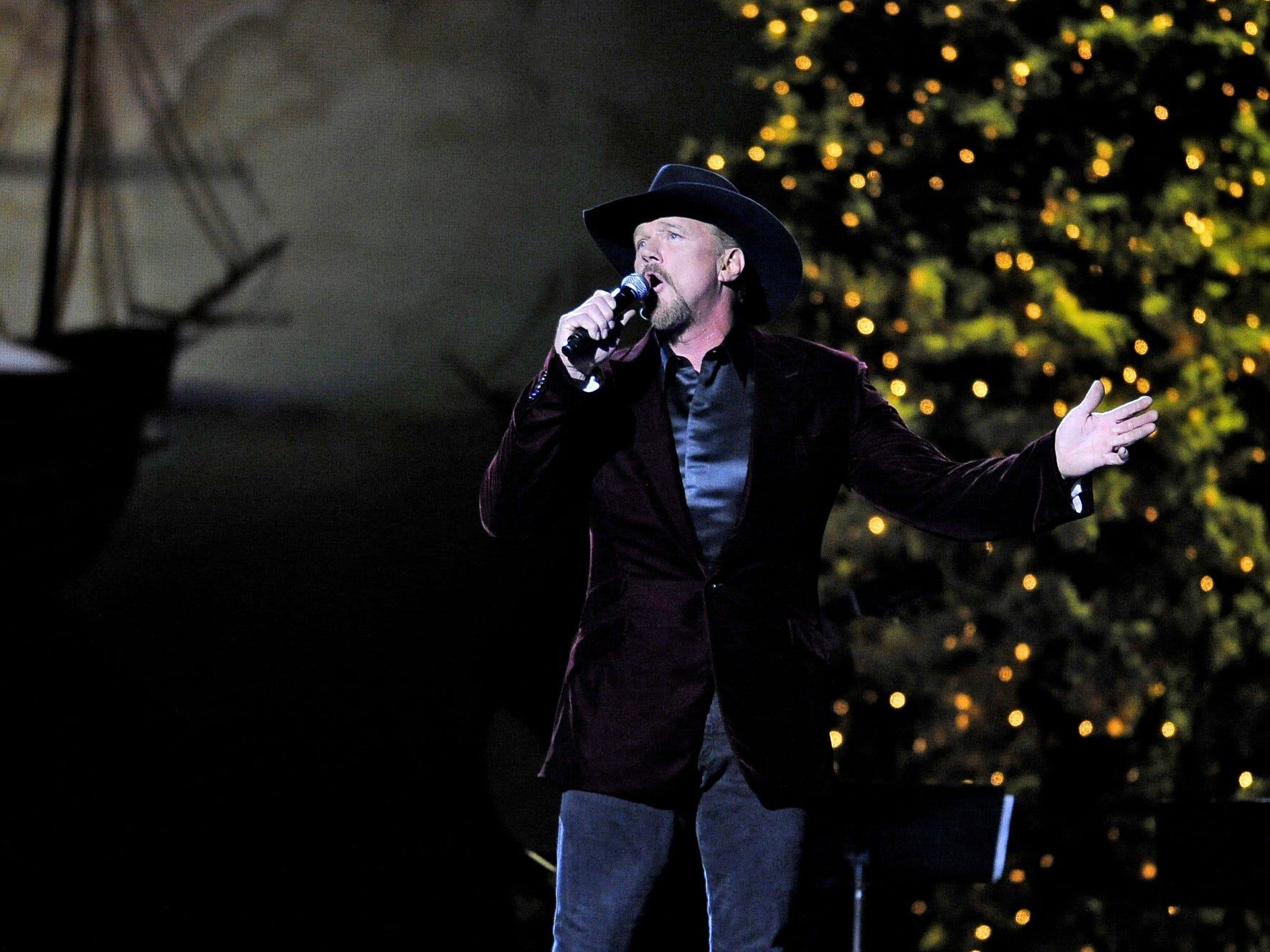 Dec. 1 TRACE ADKINS CHRISTMAS SHOW: Through Dec. 25, Gaylord Opryland Resort & Convention Center's Tennessee Ballroom, $99.99-$129.99, christmasatgaylordopryland.com