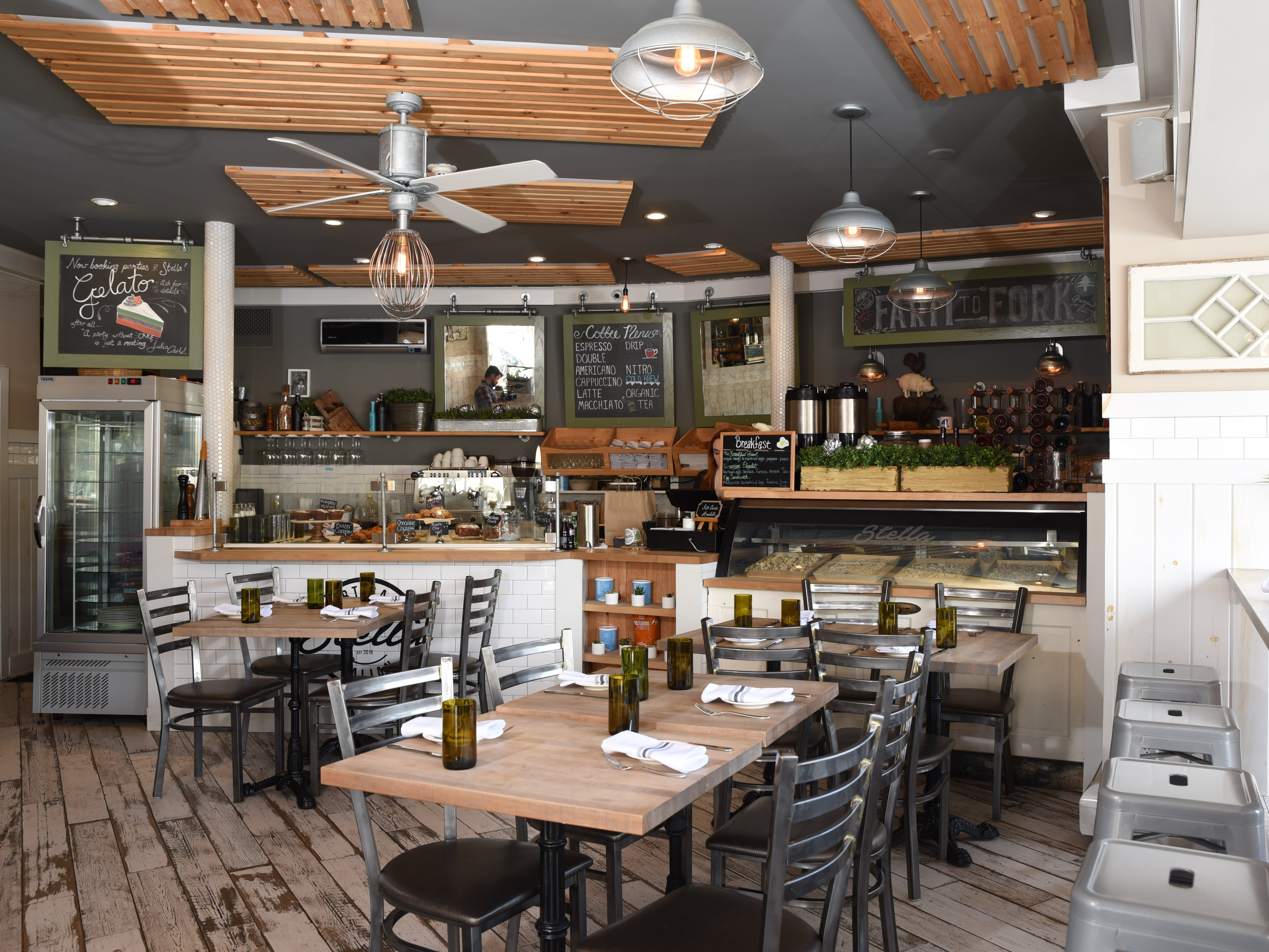 The cozy and welcoming dining room of Stella Artisan Italian in Ridgewood
