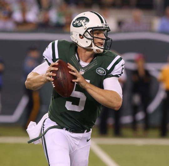 New York Jets quarterback Matt Simms looking for receiver during a preseason game against the New York Giants on Aug. 22, 2014