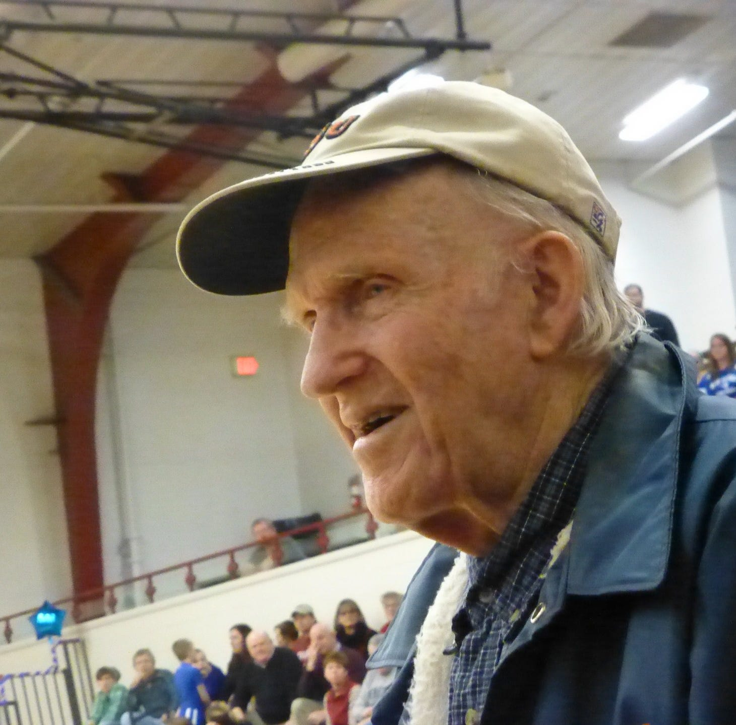 Jake Diviney, New Oxford basketball legend, was 'a teacher all his waking hours'
