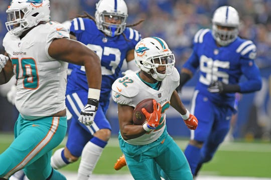 Miami Dolphins running back Kenyan Drake (32) runs towards the end zone for a first half touchdown against the Indianapolis Colts.