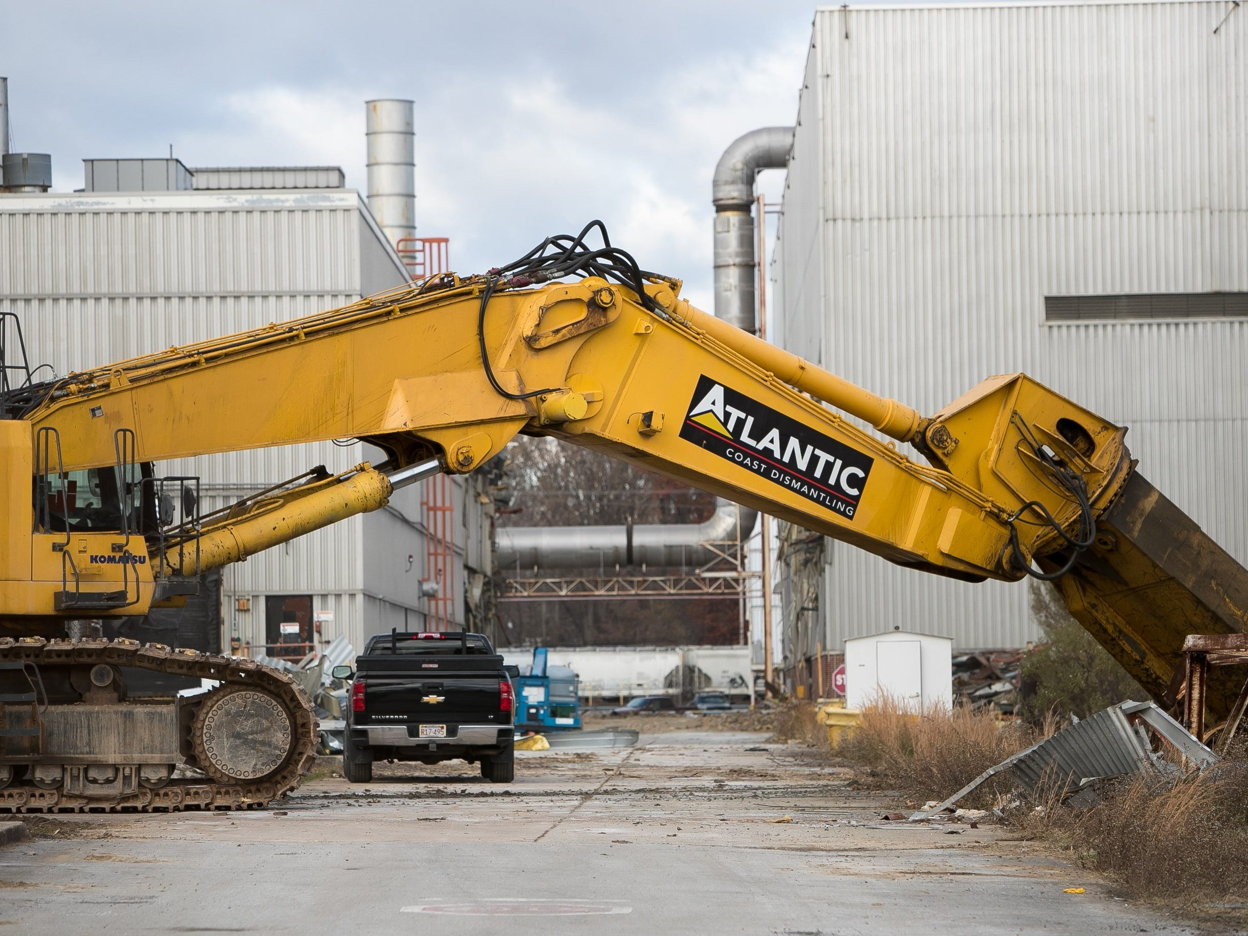 Demolition began this week of the GM plant that formerly housed thousands of Delaware auto workers. After demolition of the near 3-million-square-foot facility, the Boxwood Road plant will be home to a business, fulfillment and distribution campus spread across four buildings with a smaller footprint than the previous structure.