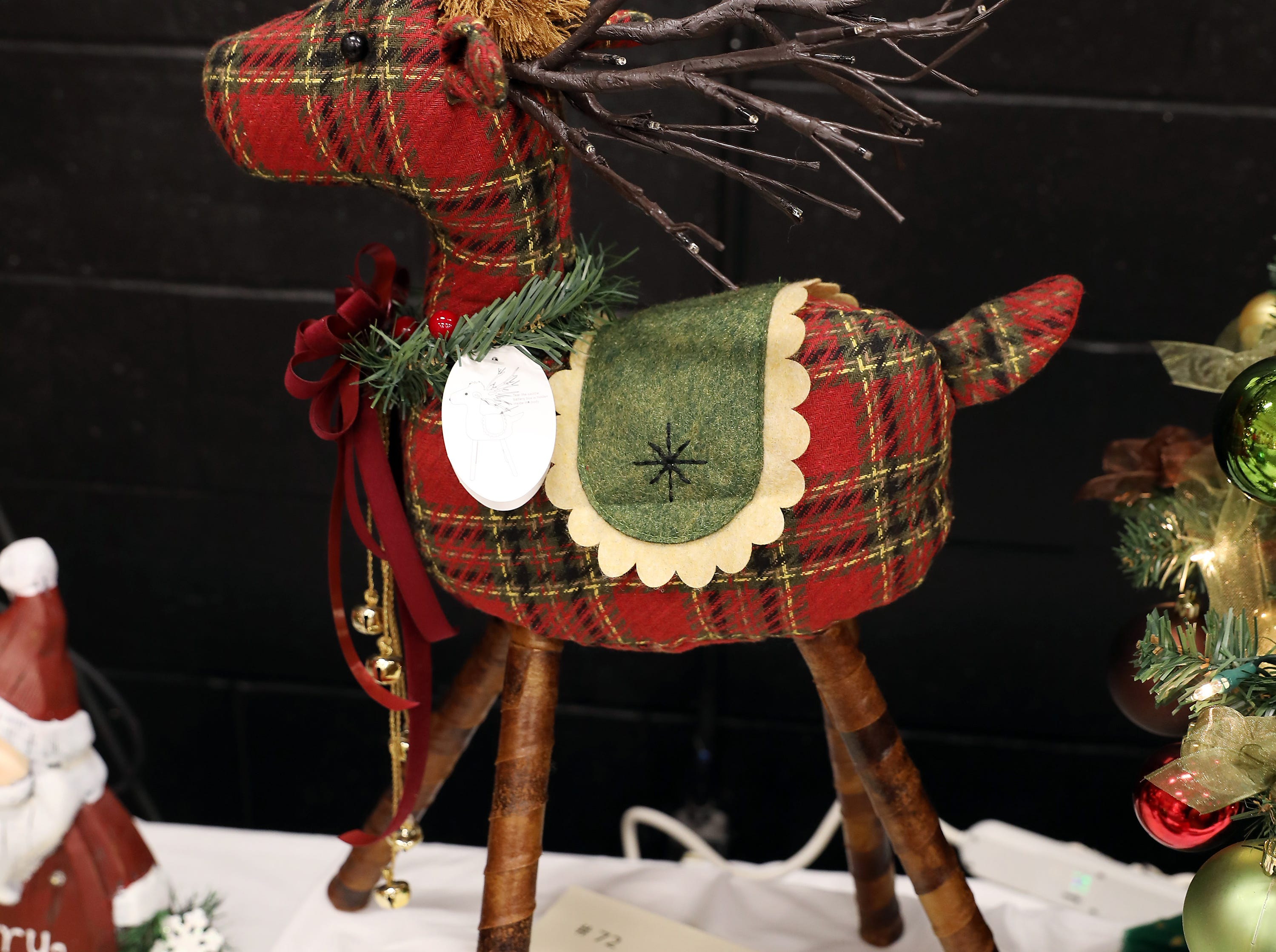 "72	11:30 AM	Stay and Play in Muskingum County	Other	A Country Reindeer	Add a rustic accent to your holidays with this lighted 30"" tall plaid reindeer.  It's antlers light up with warm white LED lights and it has a wreath around its neck.  Polyester and cotton with removal legs to make storing easy!		2 Lorena Sternwheeler public ride or twilight cruise tickets and 1 night stay at the Quality Inn and Suites of Zanesville"