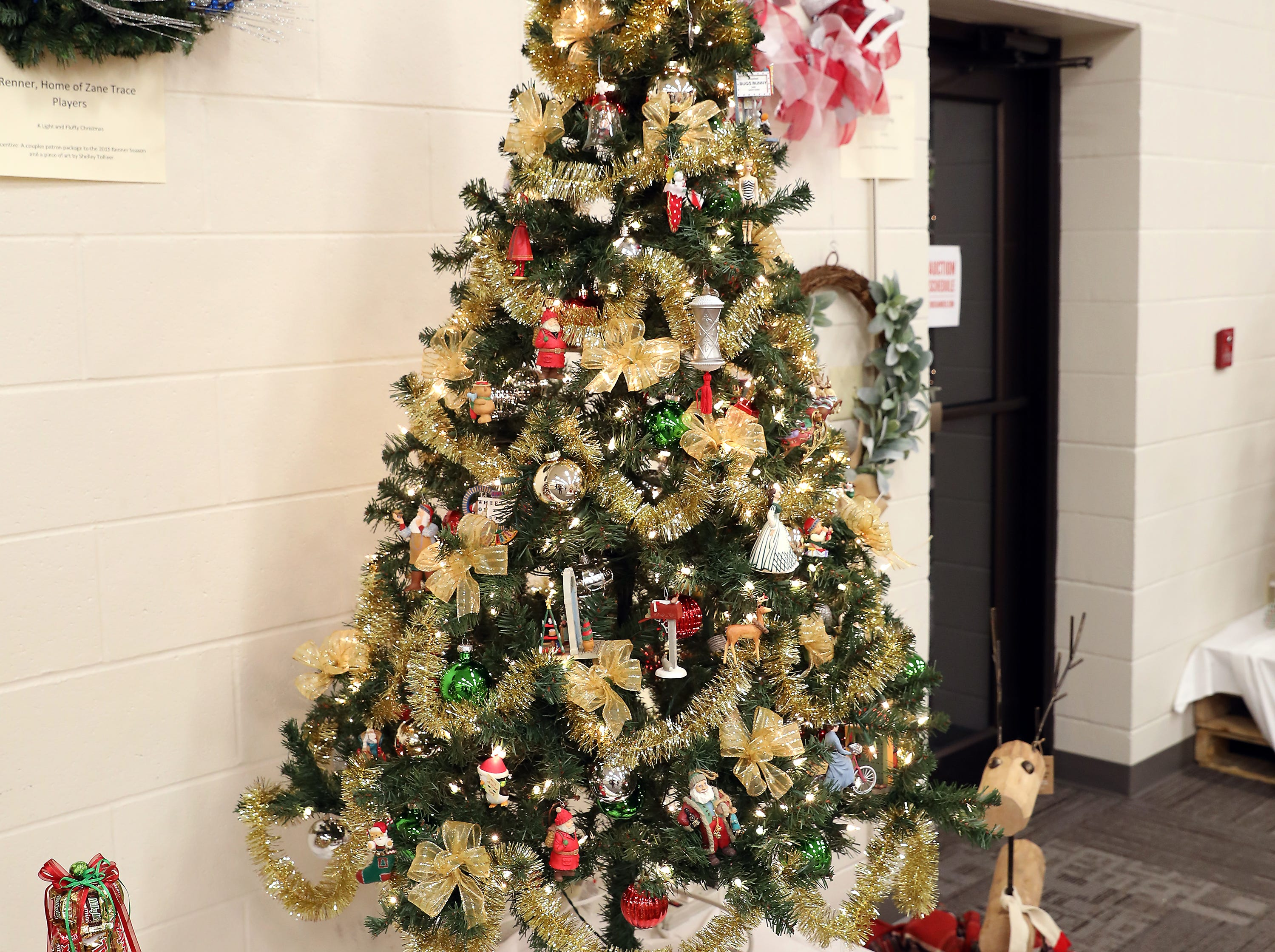 157	3:00 PM	Zanesville-Muskingum County Chamber of Commerce	Large Tree	A Hallmark Christmas	A large green tree decorated with Hallmark ornaments, green, red and gold accents.		Entry is incentive.