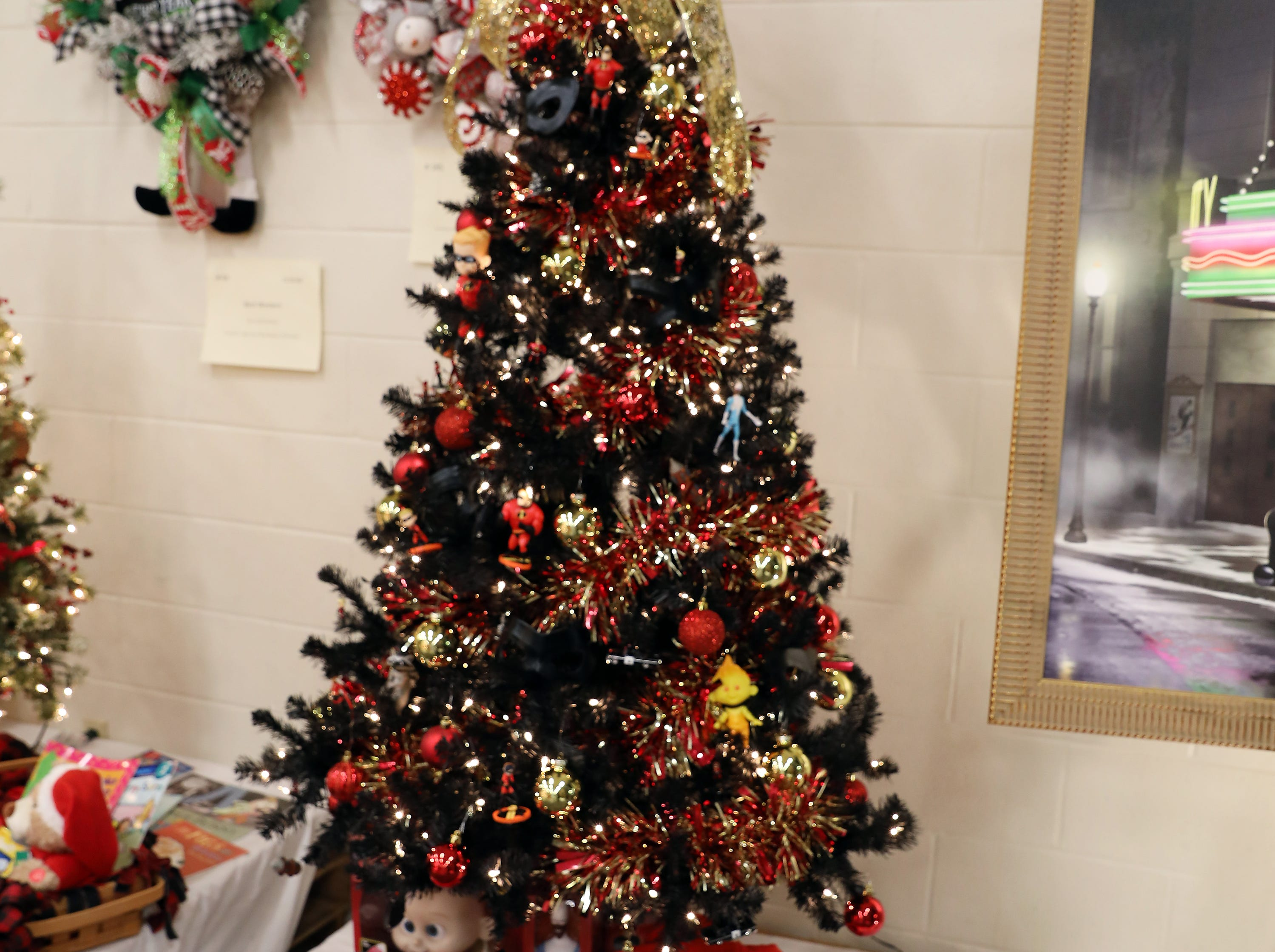 2135:30 PMWalmart North Large TreeIncrediblesA large Christmas decorated in the Incredibles theme.Incredibles toy, Gas powered mini bike and $500 Walmart gift card