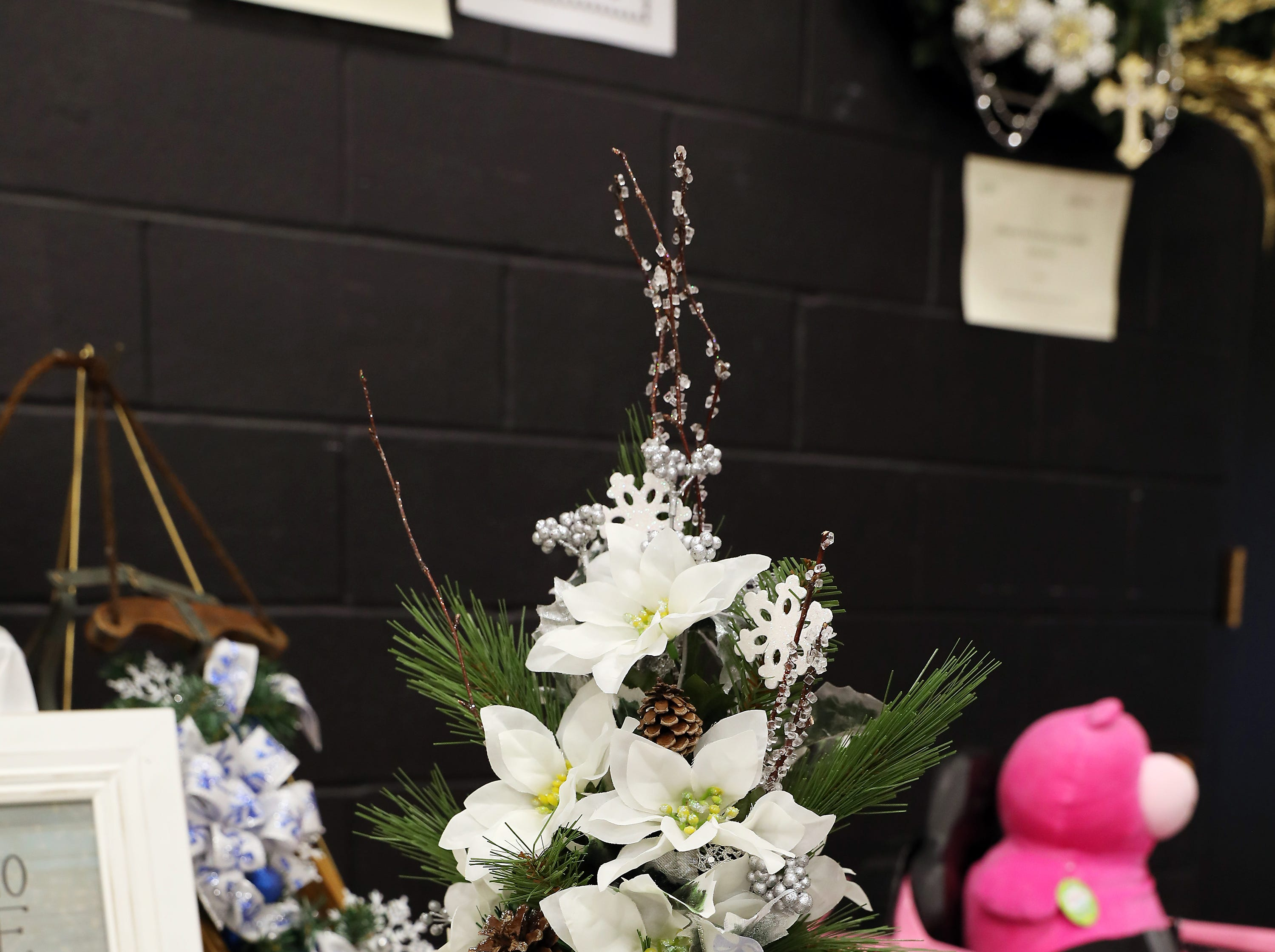 "5	9:00 AM	Committee Entry #1	Centerpiece	Snowflakes Galore	25"" tall arrangement in a snowflake vase, filled with white poinsettias, pine cones, ice branches and bow.		$25 off any Chamber event or workshop and $50 gift card to your choice Adornetto's, Giacomo's, Old Market House Inn"