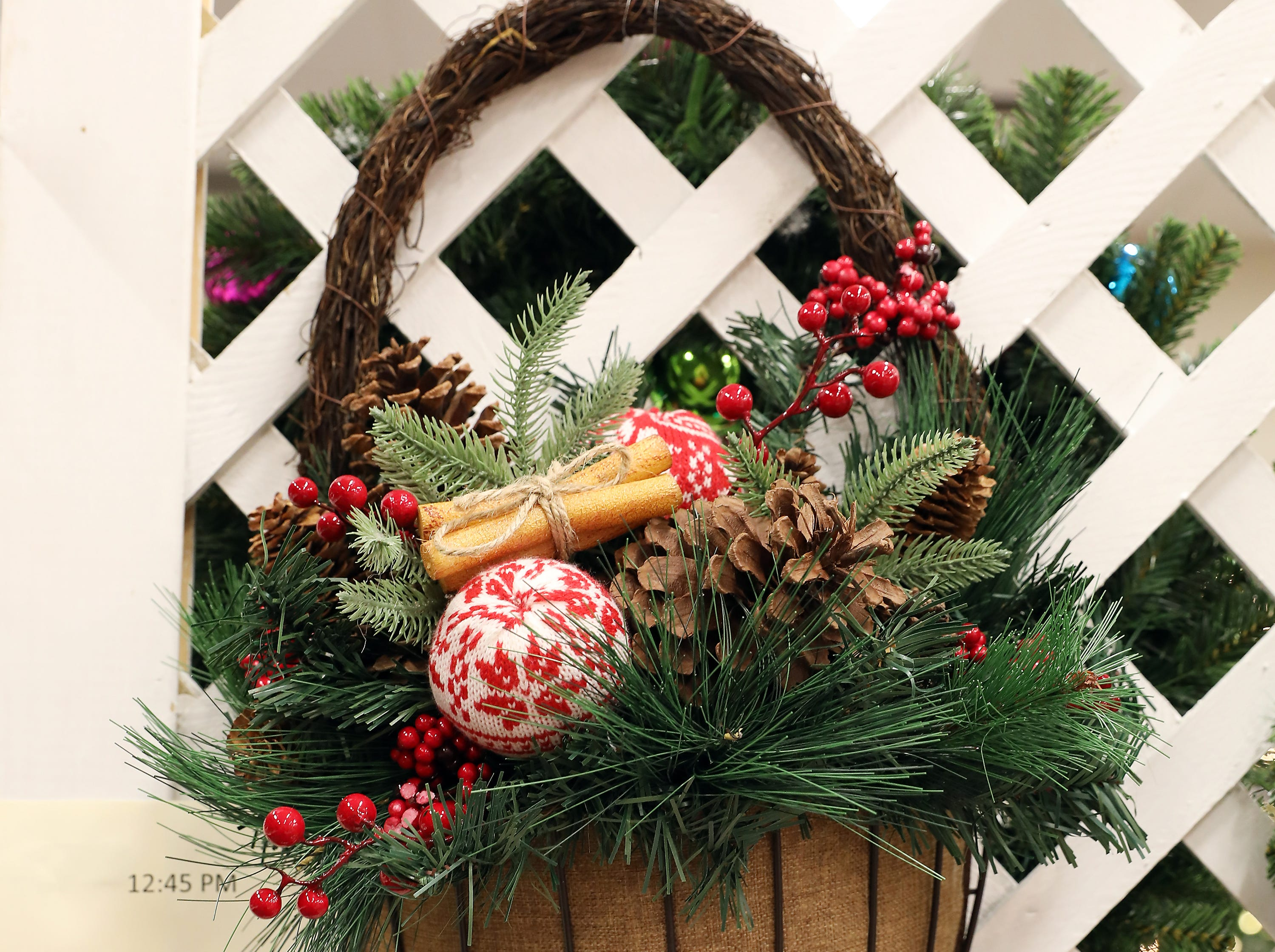 91	12:45 PM	Farus Painting	Wreath	Paint Your Holidays	A decorative holiday wreath that will be sure to bring joy to your holidays.		$75 gift card to Adornettos, Giacomo's, Old Market House Inn.