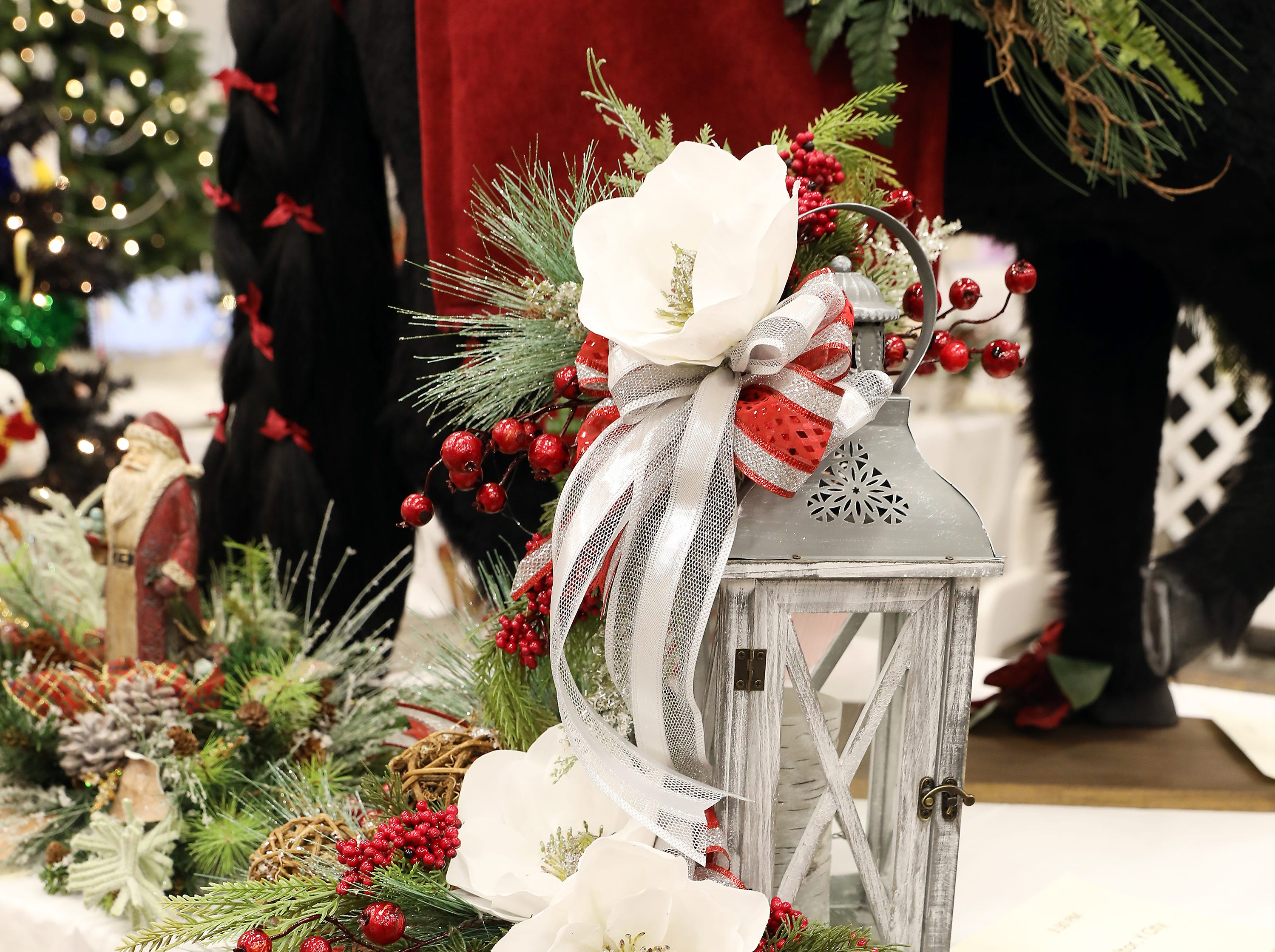 1653:30 PMTammy Findeiss Realtor, Y City RealtyCenterpieceA Warm Winter GlowA vintage lantern decorated with holiday evergreens and berries.  An LED candle to give a warm glow.$75 Winerak gift card and $75 gift card to Adornetto's, Giacomo's, Old Market House Inn.