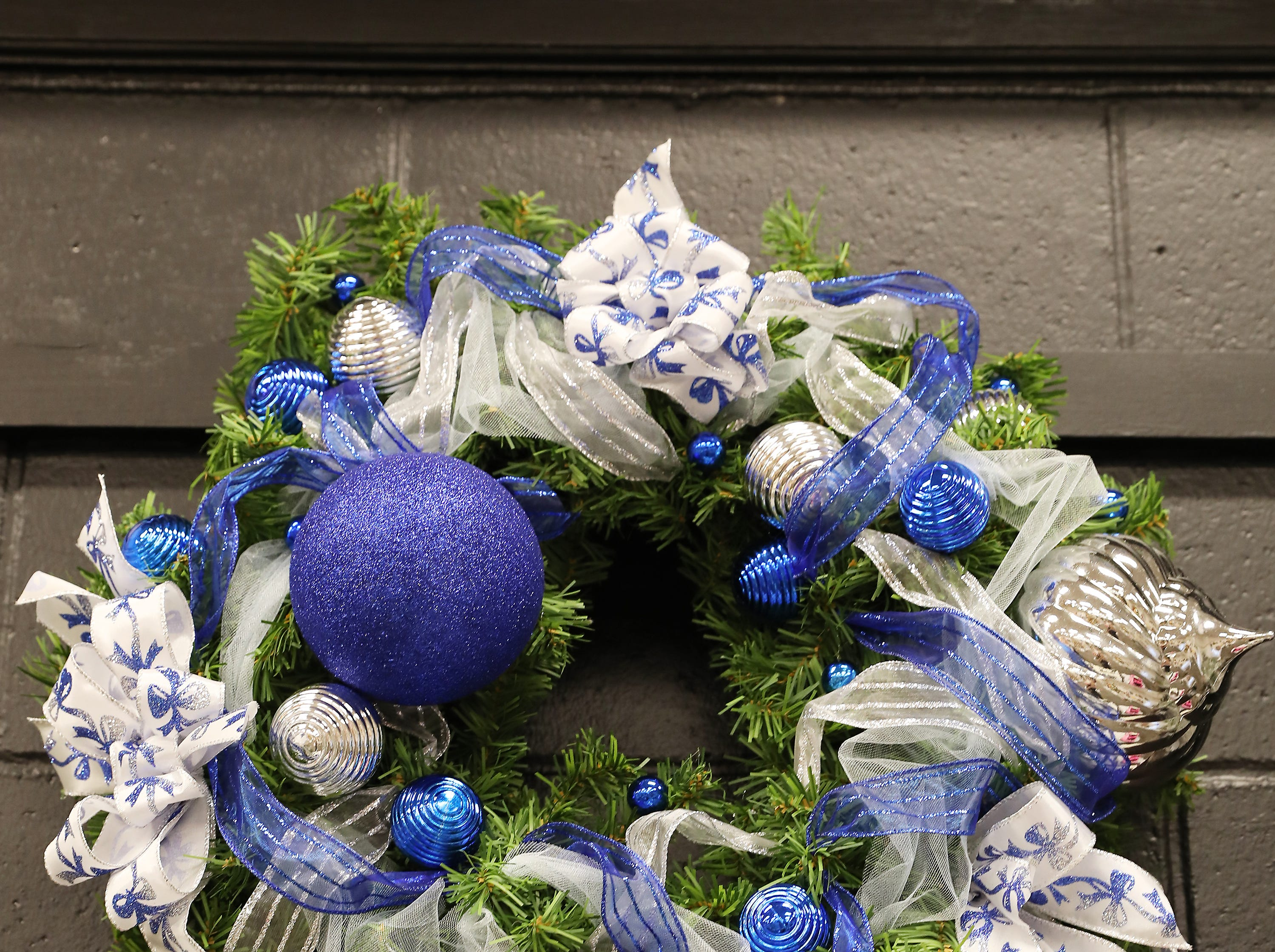 "17	9:30 AM	Dine Local	Wreath	Blue Christmas	24"" green pine wreath wrapped in blue, silver and white trim.		2 - $5 gift certificates to Whit's, 14 - $5 off your next meal at Olive Garden"