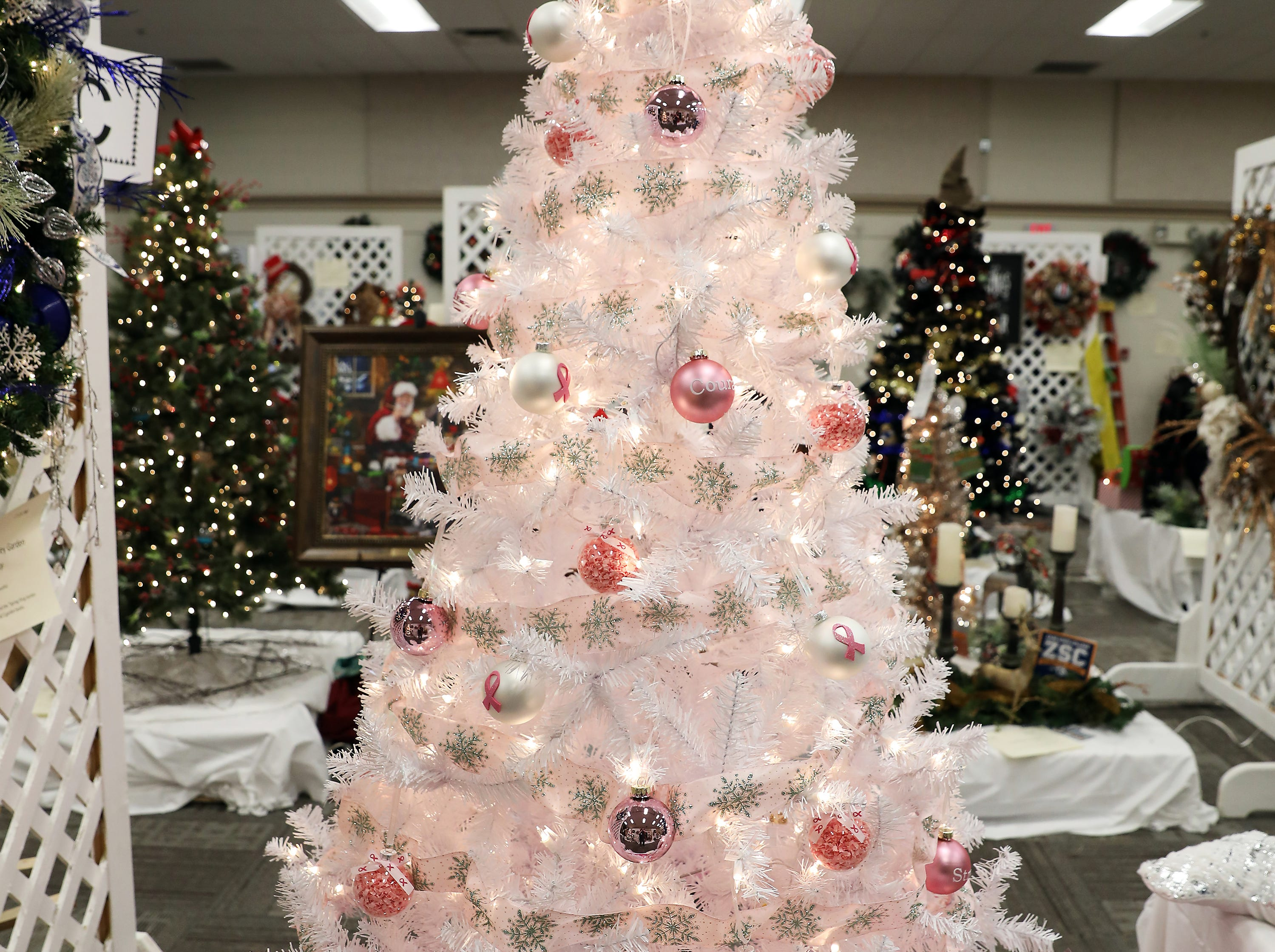 121	1:45 PM	Muskingum Community Home Health	Large Tree	Christmas	Breast cancer awareness tree		$50 gift card for Adornetto's, Giacomo's, Old Market House Inn.