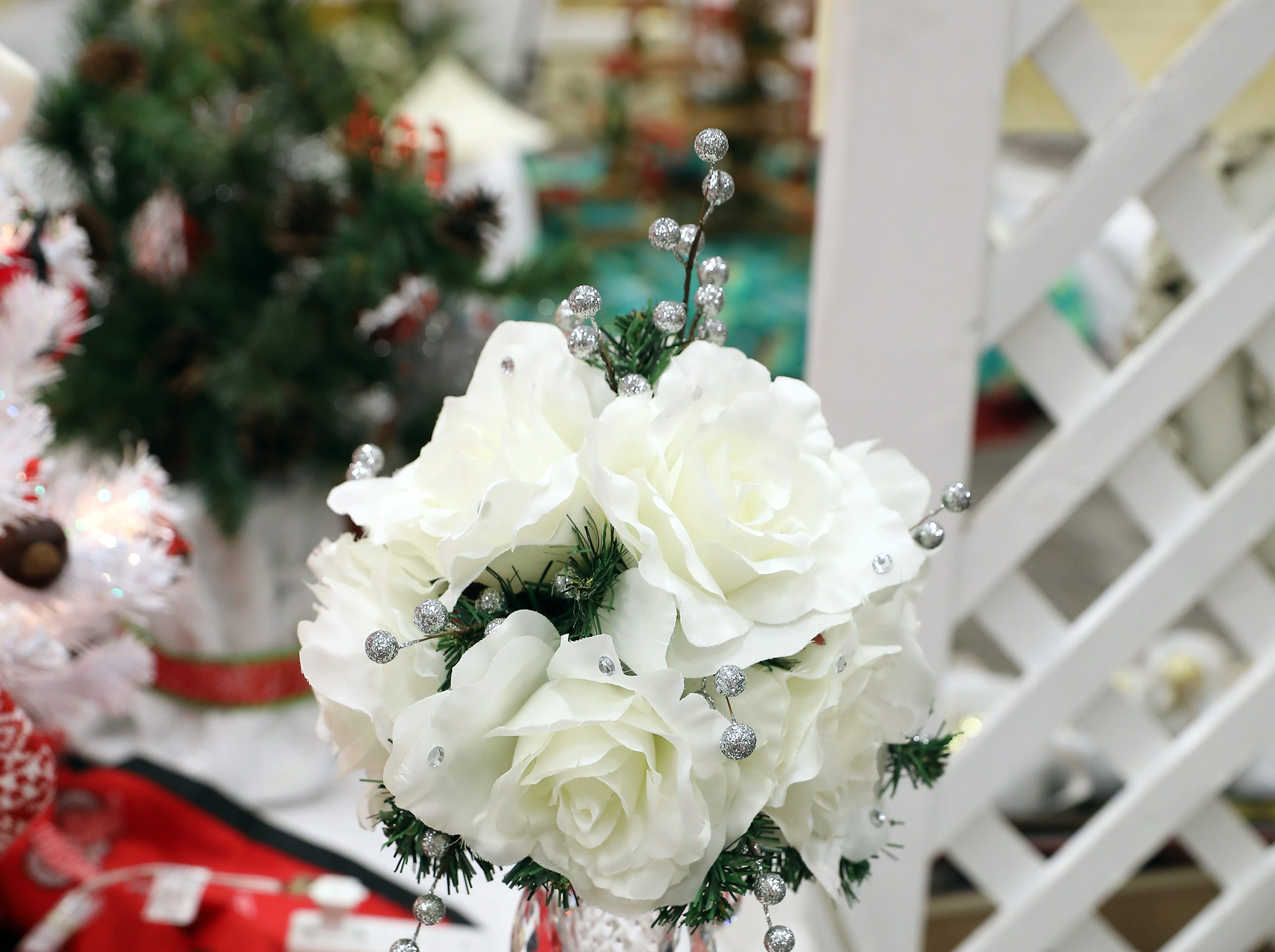 "80	11:45 AM	Zanesville Museum of Art	Centerpiece	White Christmas	A 22'"" tall white flower arrangement with tear drop glass crystals and tall glass vase.		ZMA Household Membership, a woodland themed centerpiece, a package of hostess napkins and 4 wooden holiday ornaments."