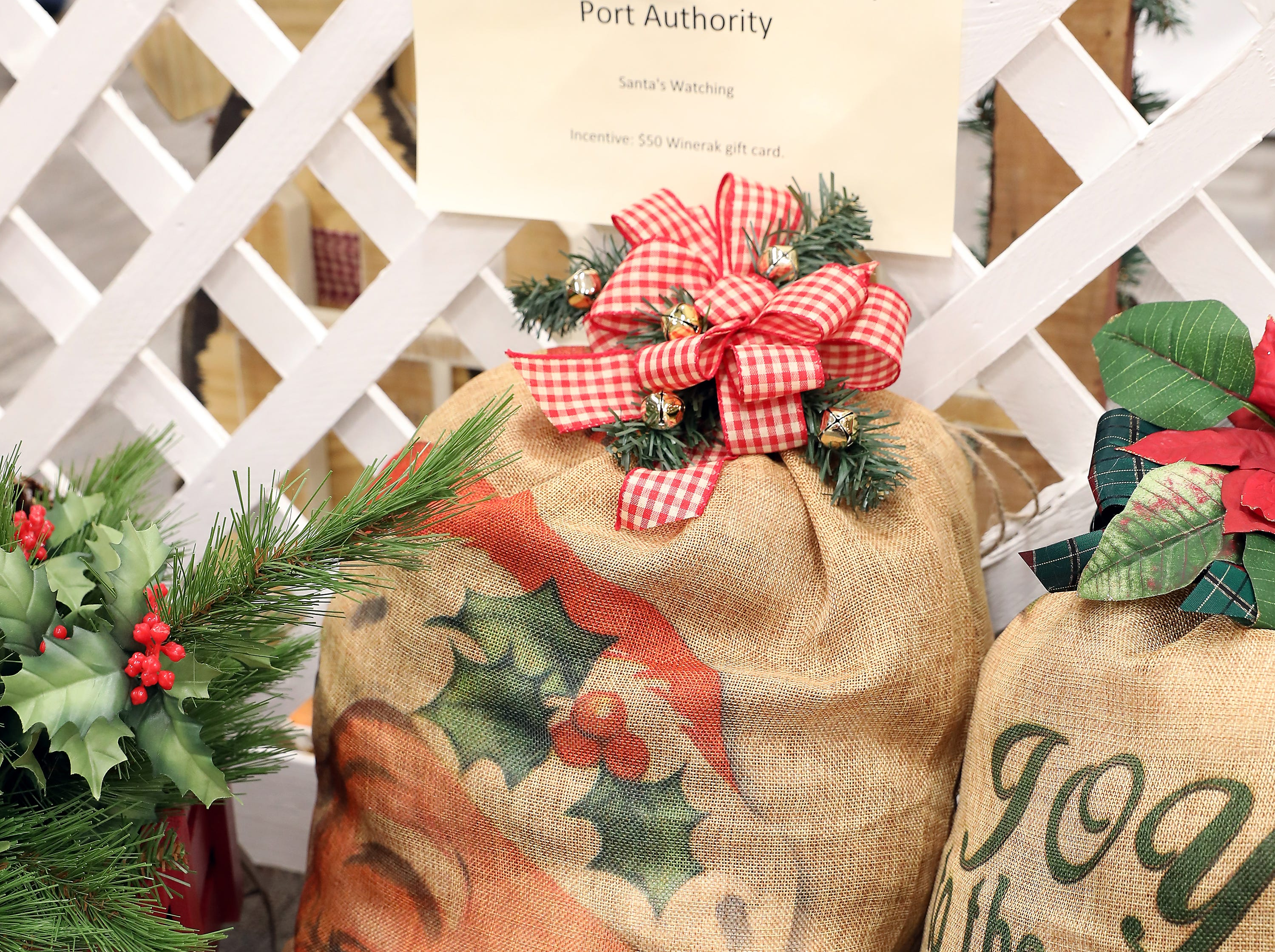 129	2:00 PM	Zanesville-Muskingum County Port Authority	Other	Santa's Watching	Create a classic holiday display with this oversized gift sack.  This draw string closure and traditional Christmas Santa image will be sure to brighten your holidays.		$50 Winerak gift card.