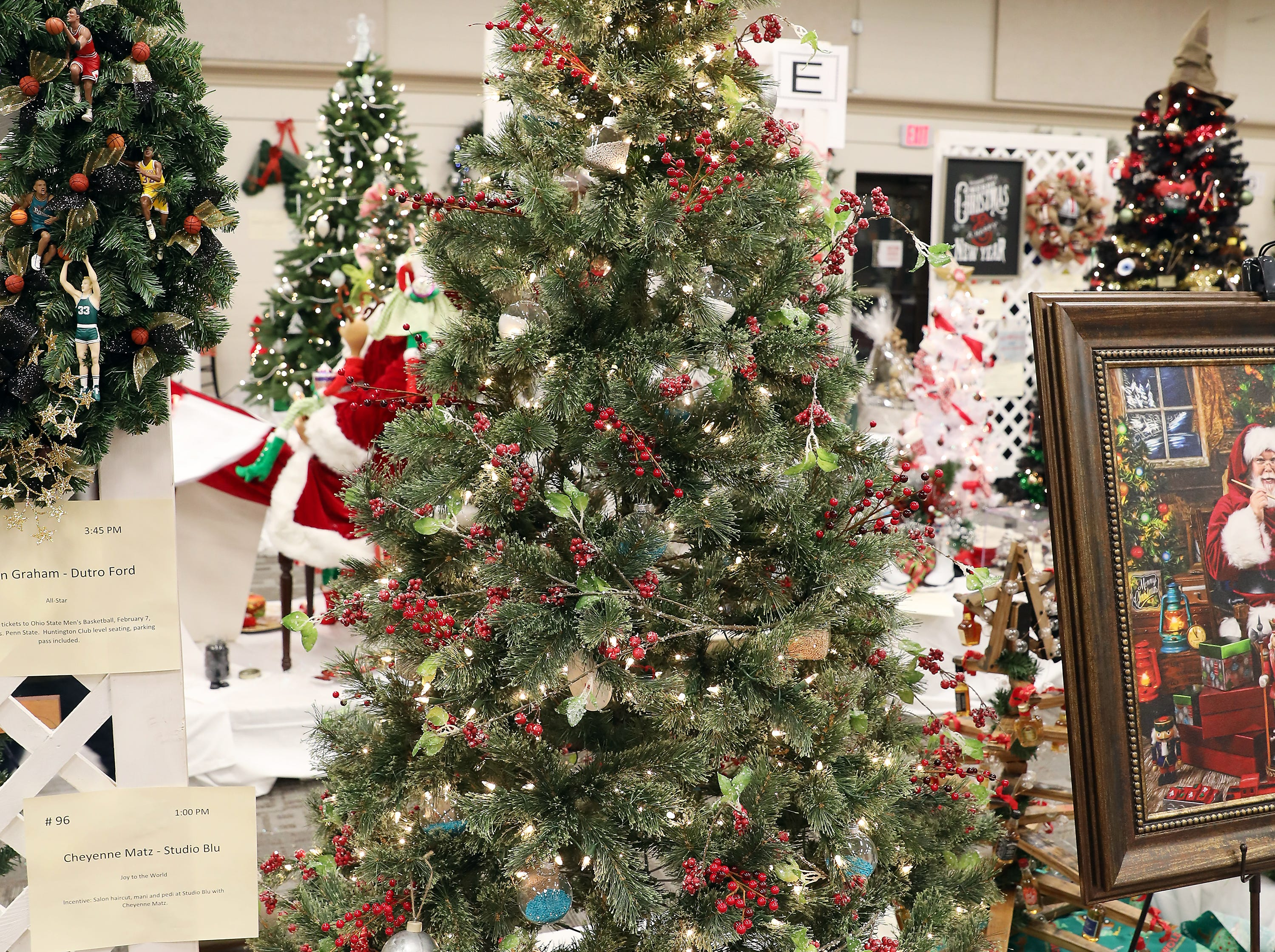 151	3:00 PM	Bilco Company	Large Tree	A Bilco Christmas	A large tree decorated in red featuring Christmas berries with a galvanized theme.		$50 Winerak gift card.