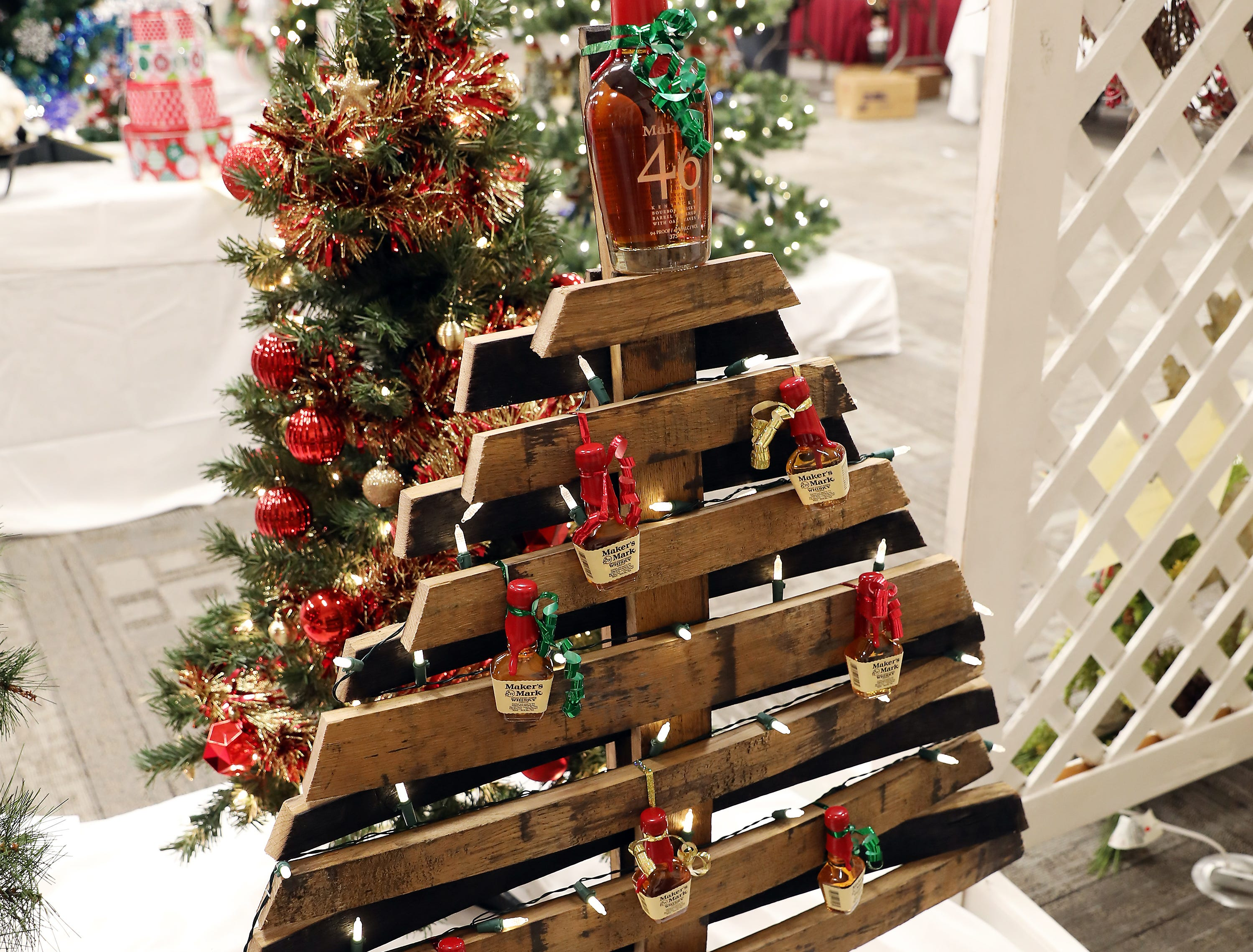 181	4:00 PM	Ohio Stave Company	Medium Tree	Bourbon Barrel Tree	A Christmas tree crafted from a Bourbon barrel.		Enjoy your holiday season with bottles of Bourbon whiskey!
