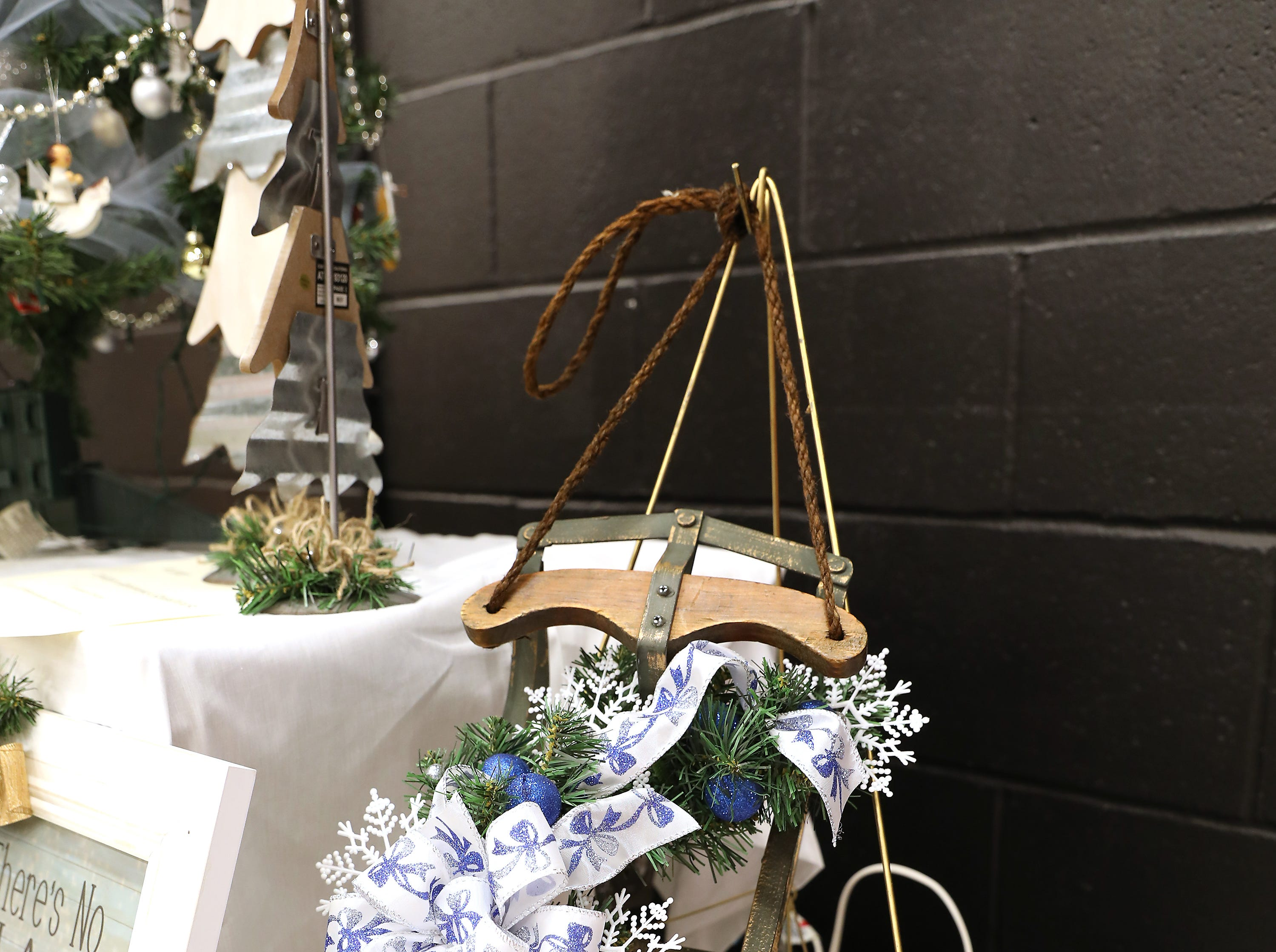 "9	9:15 AM	Chamber Mixer	Other	Sleigh Ride	Let the snow fall with this 20"" wooden and iron sleigh decorated with green pine, silver and blue bulbs, snowflakes and ribbon.		One vendor table at a 2019 Chamber Mixer, expand your business network!"