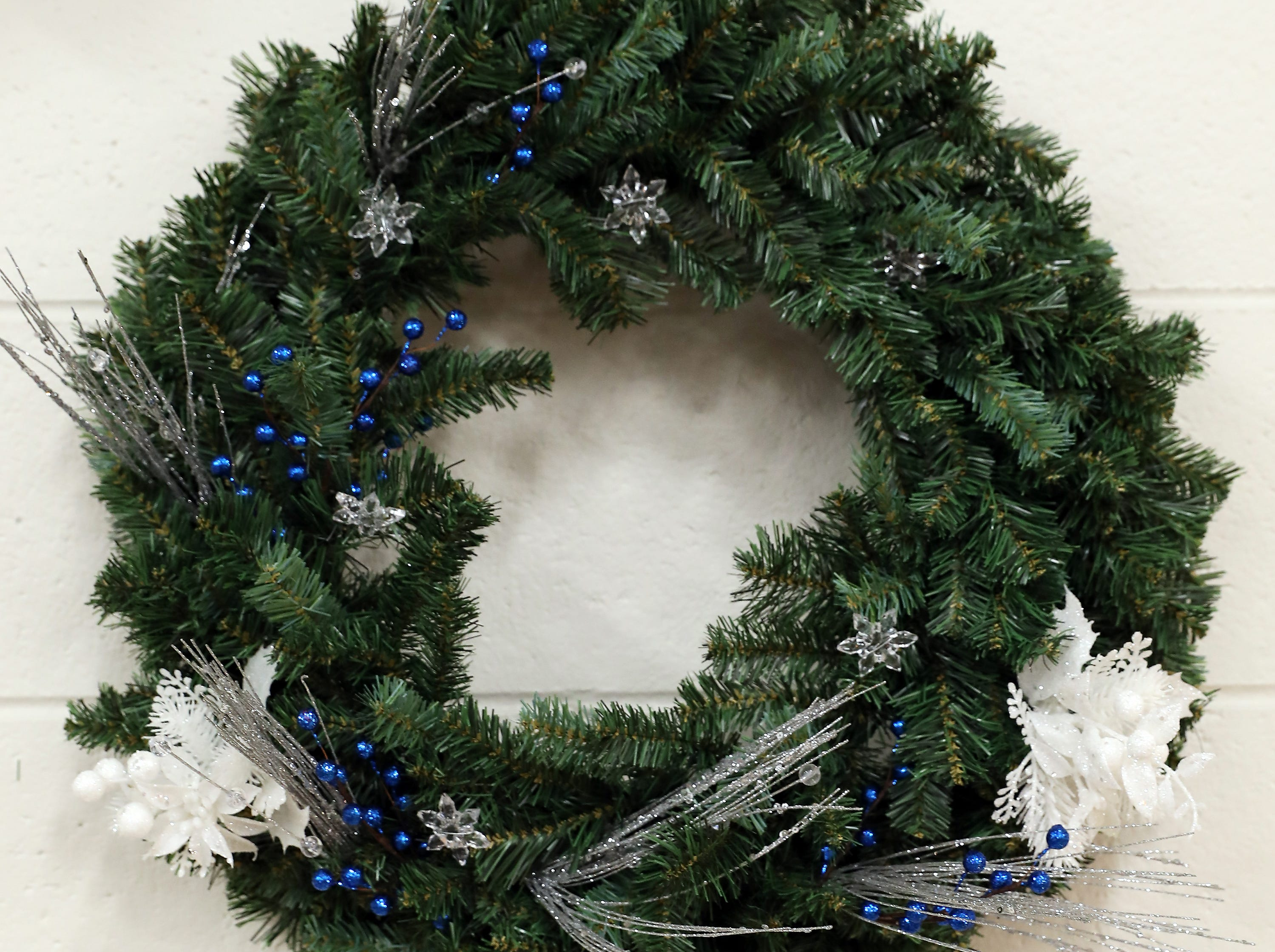 69	11:30 AM	Renner, Home of Zane Trace Players	Wreath	A Light and Fluffy Christmas	A festive holiday wreath		A couples patron package to the 2019 Renner Season and a piece of art by Shelley Tolliver.