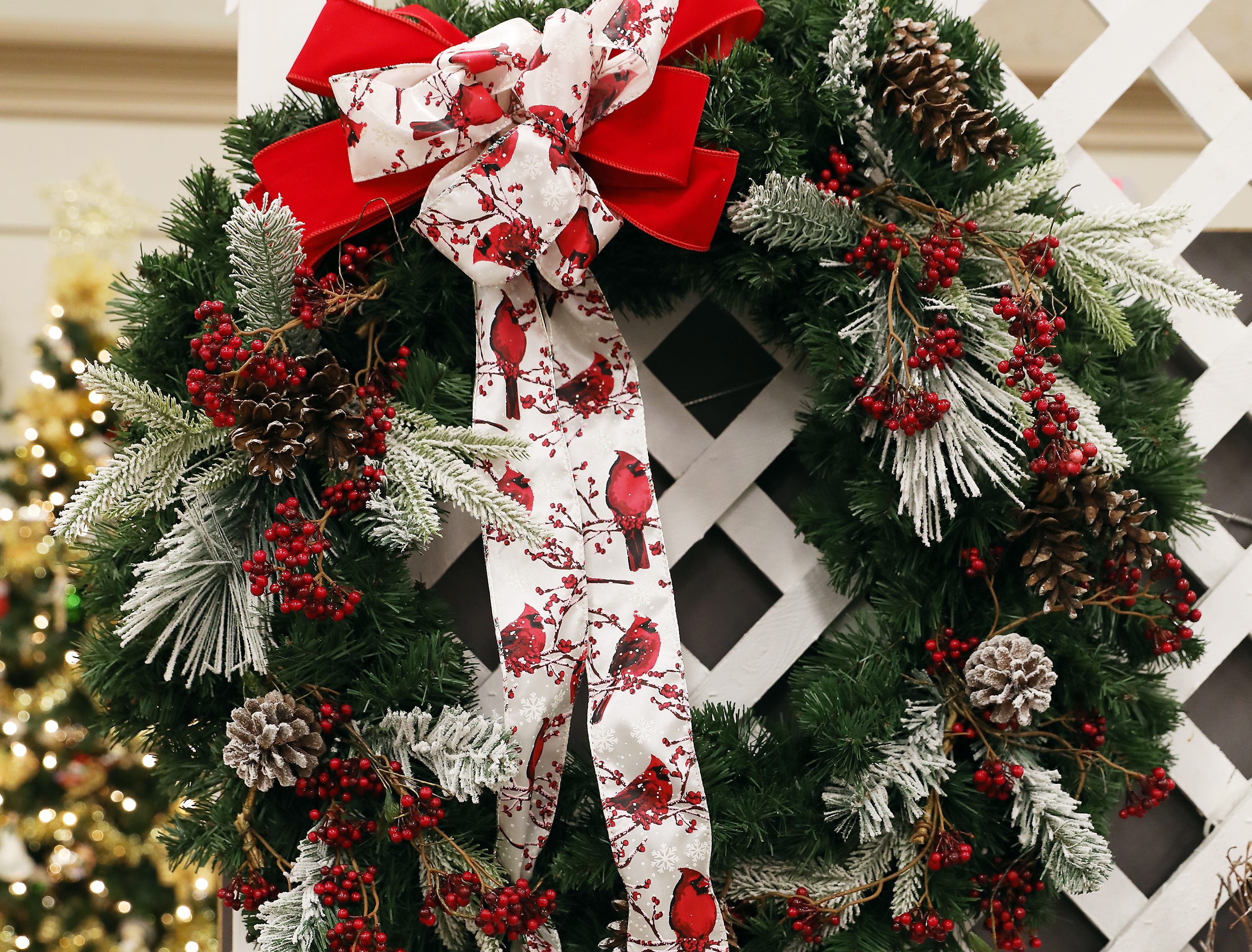 60	11:00 AM	First American Title Ins. Co	Wreath	Christmas	A Christmas wreath decorated by Florafino's		$50 gift card to your choice Adornetto's, Giacomo's, Old Market House Inn.