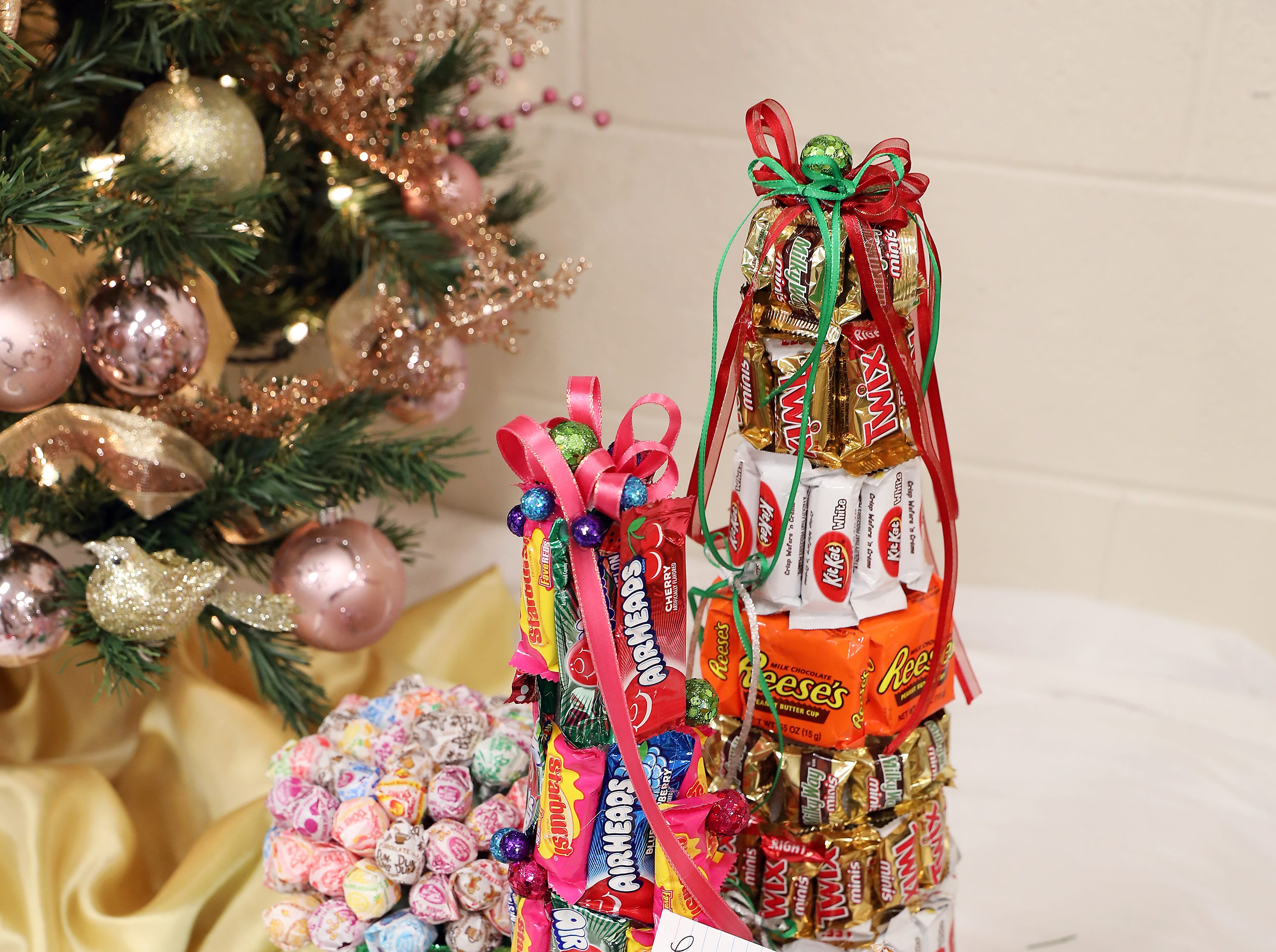 1753:45 PMLeianne Barnes - McCollister and Assoc. RealtorMini TreeCandy LandA set of 3 mini trees made out of your favorite candy!1 free home warranty with a purchase of home through Leianne Barnes, McCollister and Assoc Realtor. $50 gift card to Adornetto's, Giacomo's, Old Market House Inn and $50 Lowes gift card.
