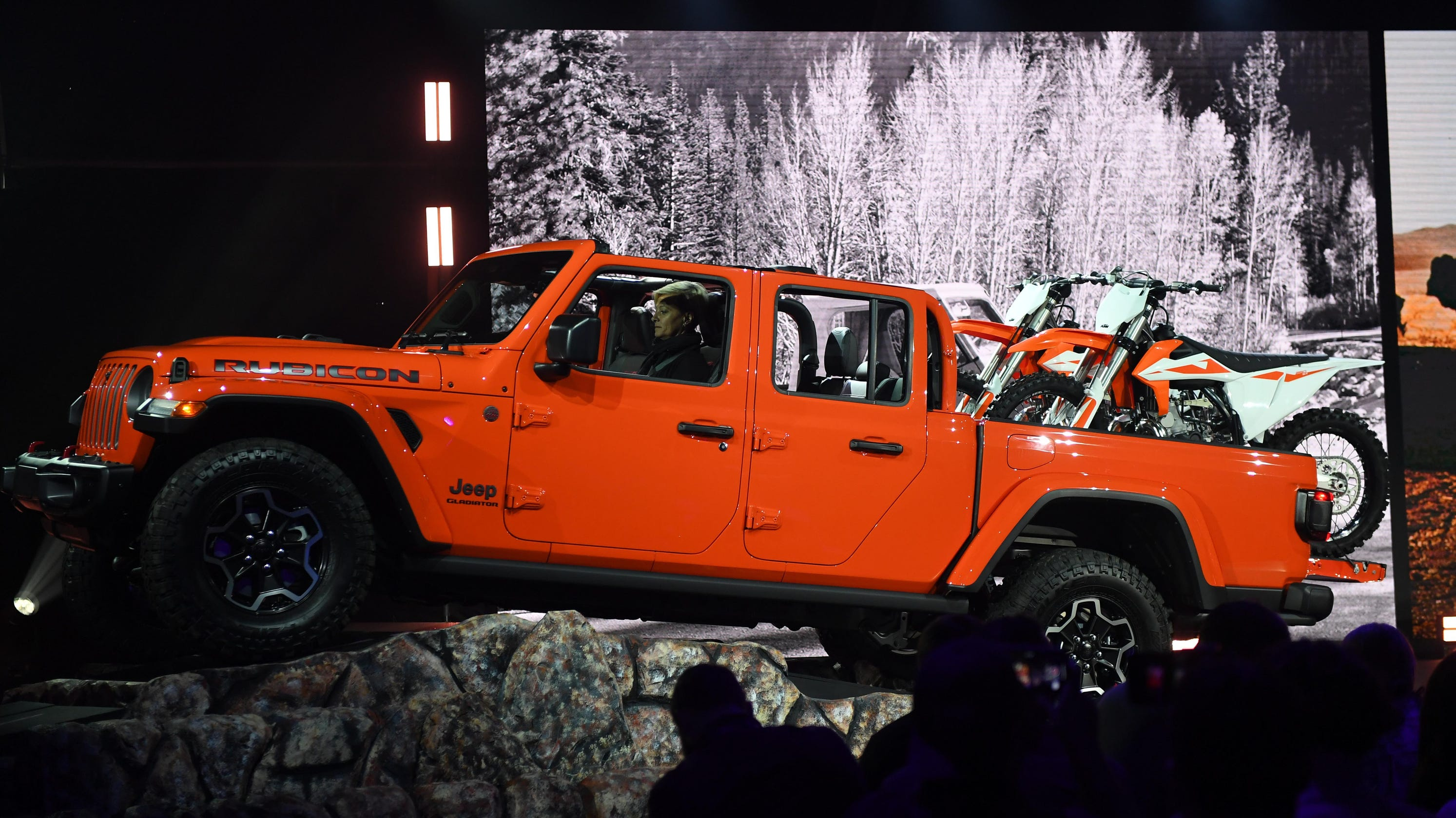 la auto show jeep gladiator kia soul porsche are top picks. Black Bedroom Furniture Sets. Home Design Ideas