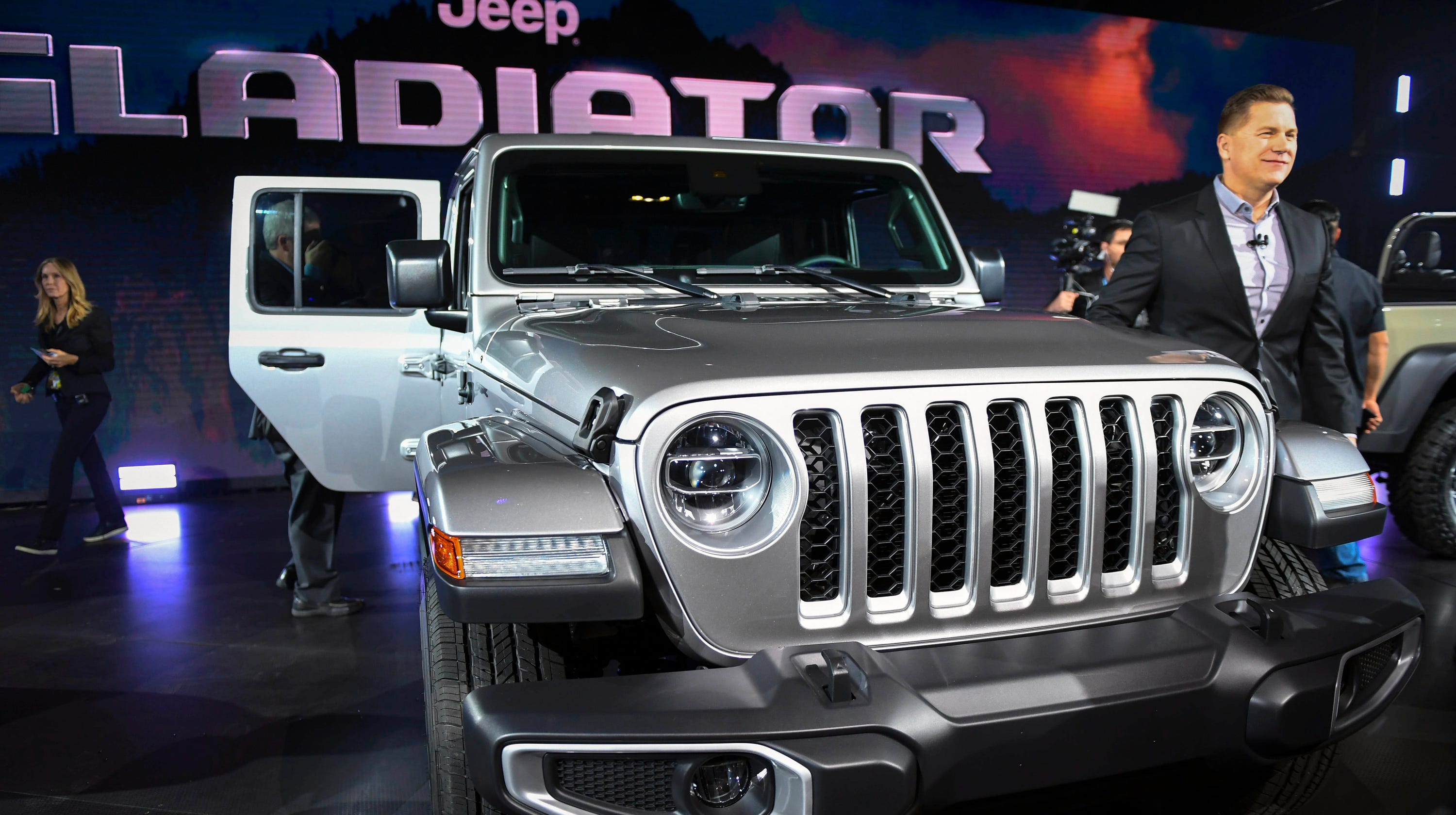la auto show jeep gladiator pickup truck is a spectacle to behold