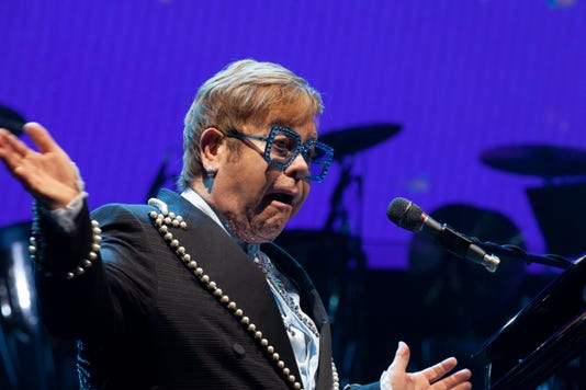 Ap Elton John in concert in New York, with an American concert