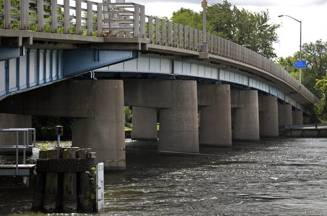 The Wisconsin Department of Transportation held a public input session Wednesday on the reconstruction of the Racine Street bridge in Menasha.