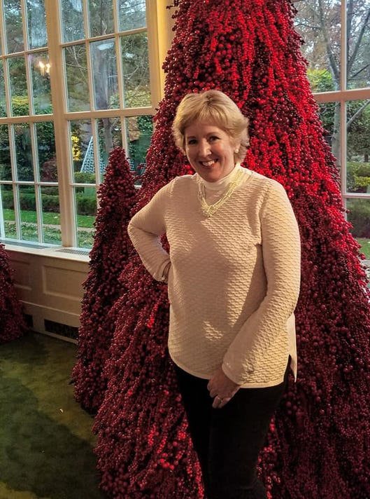 Melania S Red Christmas Trees Reaction Shocks Decorations Volunteer