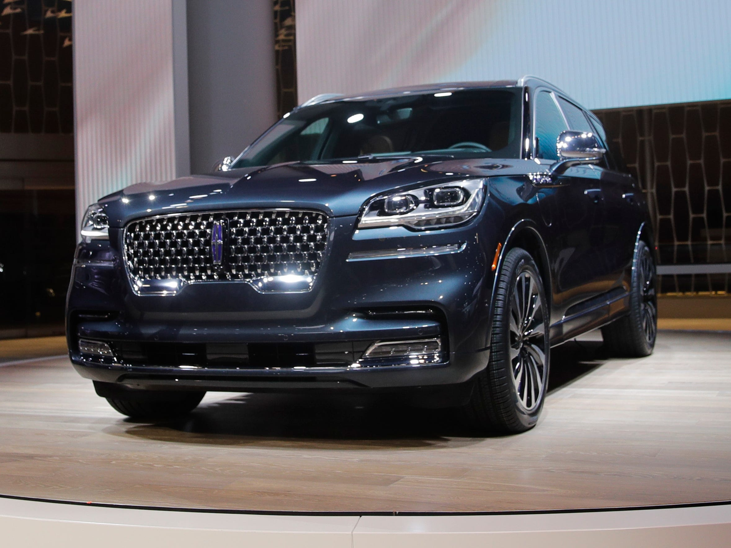 The 2020 Lincoln Aviator, based on a rear-wheel-drive, unibody platform, is introduced at the Los Angeles Auto Show. The hybrid version sports a stonkin' 600 pound feet of torque.