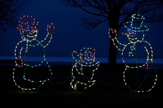 Fon Lakeside Park Christmas Lights 112818 Dcr0024