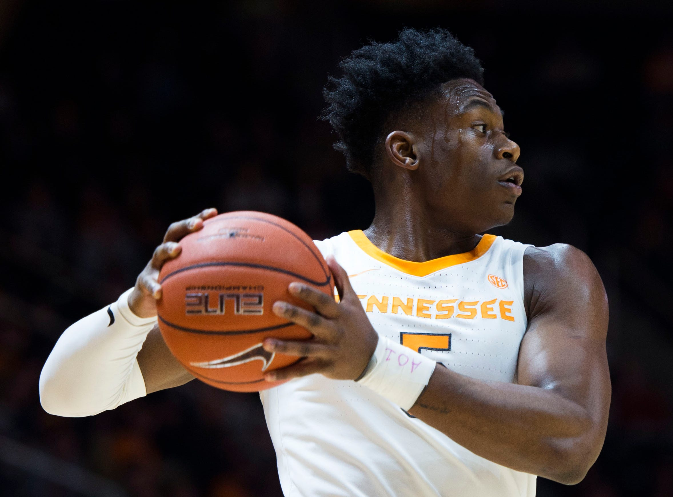 Tennessee's Admiral Schofield (5) looks to pass during the first half of a NCAA men's basketball game between Tennessee and Eastern Kentucky University at Thompson-Boling Arena Wednesday, Nov. 28, 2018.