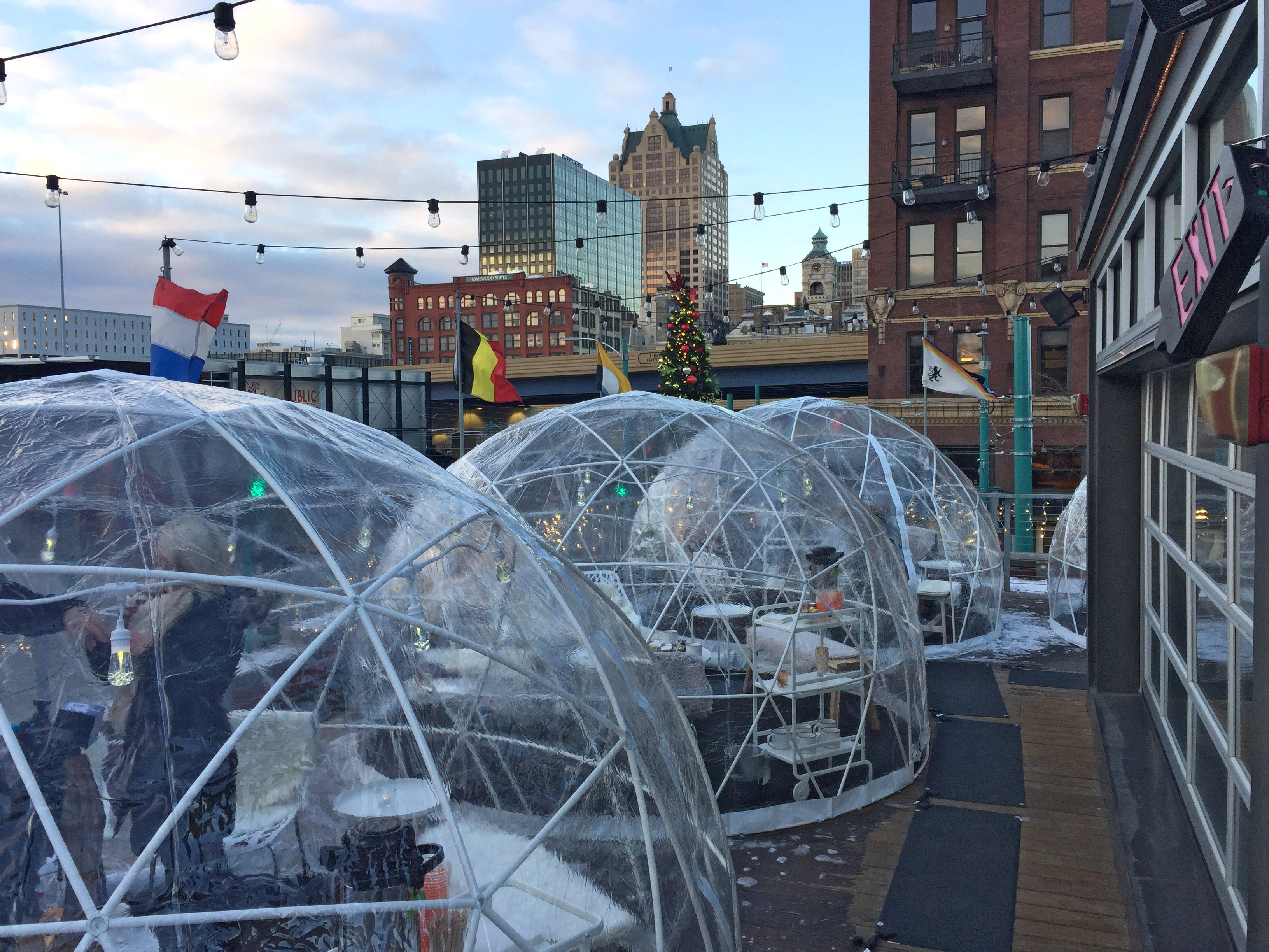 Café Benelux offers patrons six domes, each seating eight. Reservations are made in blocks of 90-minutes. The domes are kept warm with space heaters.