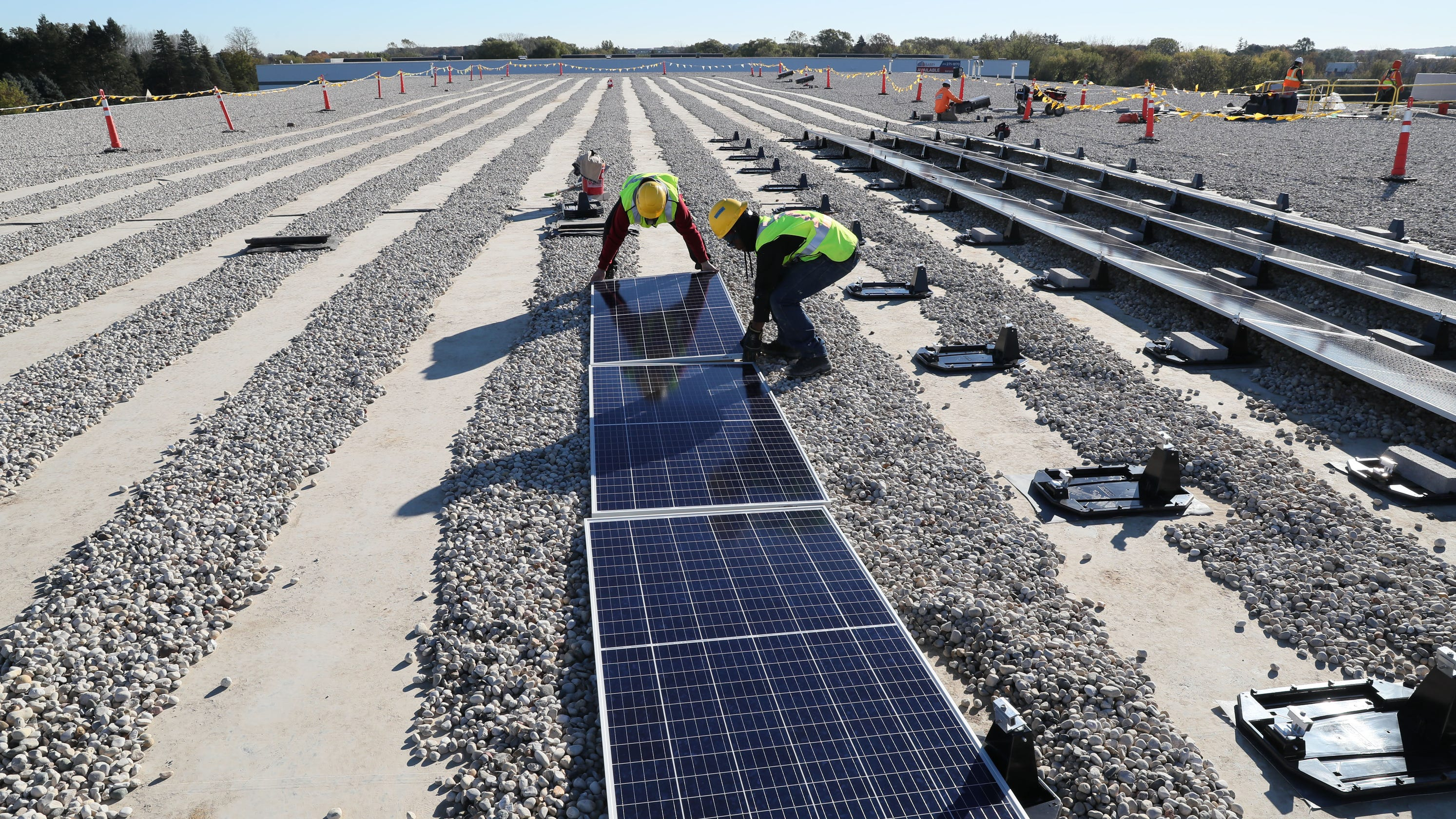 Solar power expansion in Wisconsin caught in policy dispute