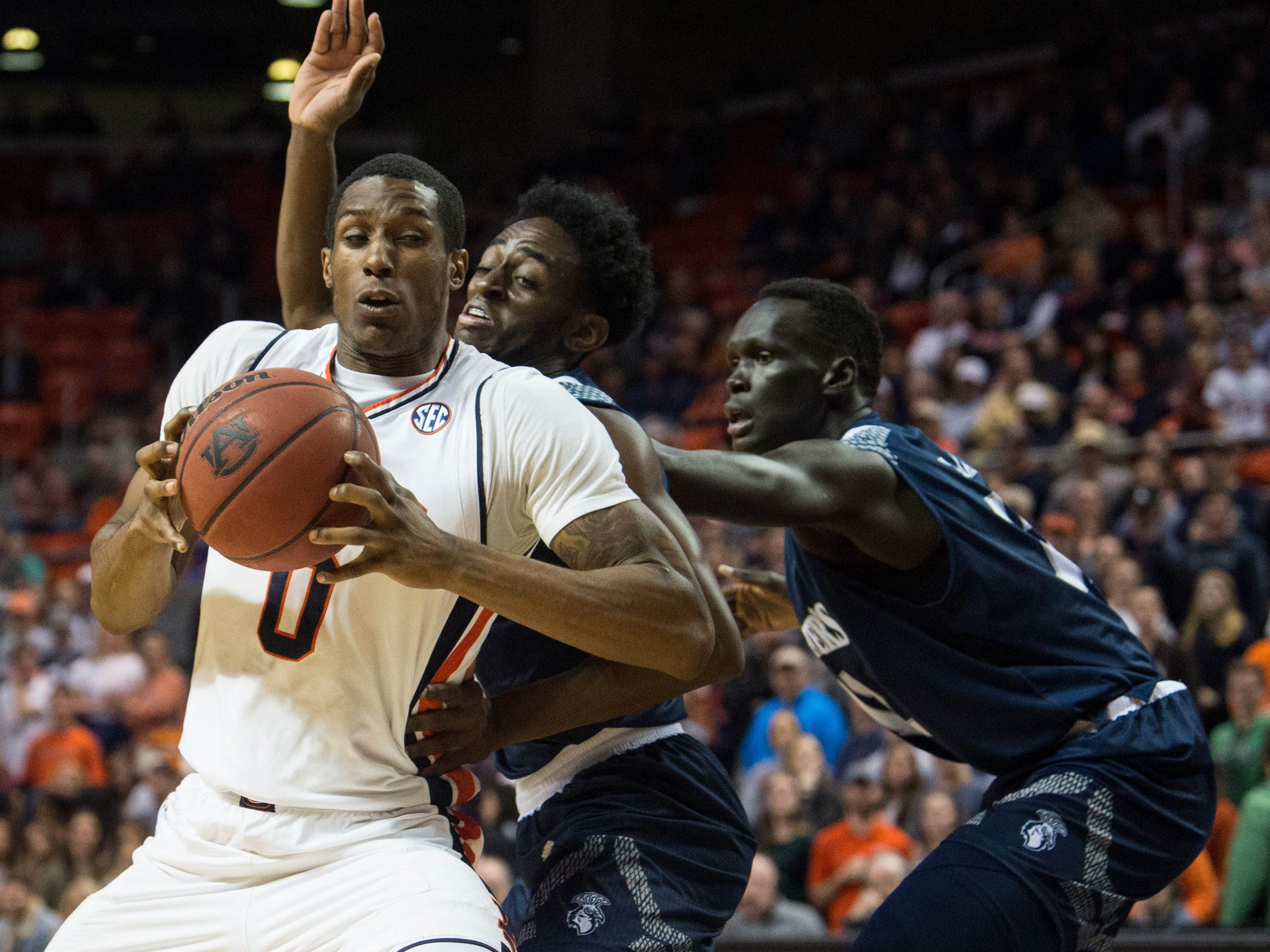 Auburn forward Horace Spencer (0) makes a move to the basket against Saint Peter's at Auburn Arena in Auburn, Ala., on Wednesday, Nov. 28, 2018. Auburn leads Saint Peter's 51-23 at halftime.