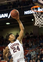 Auburn forward Anfernee McLemore (24) dunks the ball against Saint Peter's at Auburn Arena in Auburn, Ala., on Wednesday, Nov. 28, 2018.