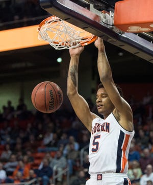 Auburn forward Chuma Okeke (5) dunks the ball against Saint Peter's at Auburn Arena in Auburn, Ala., on Wednesday, Nov. 28, 2018. Auburn leads Saint Peter's 51-23 at halftime.