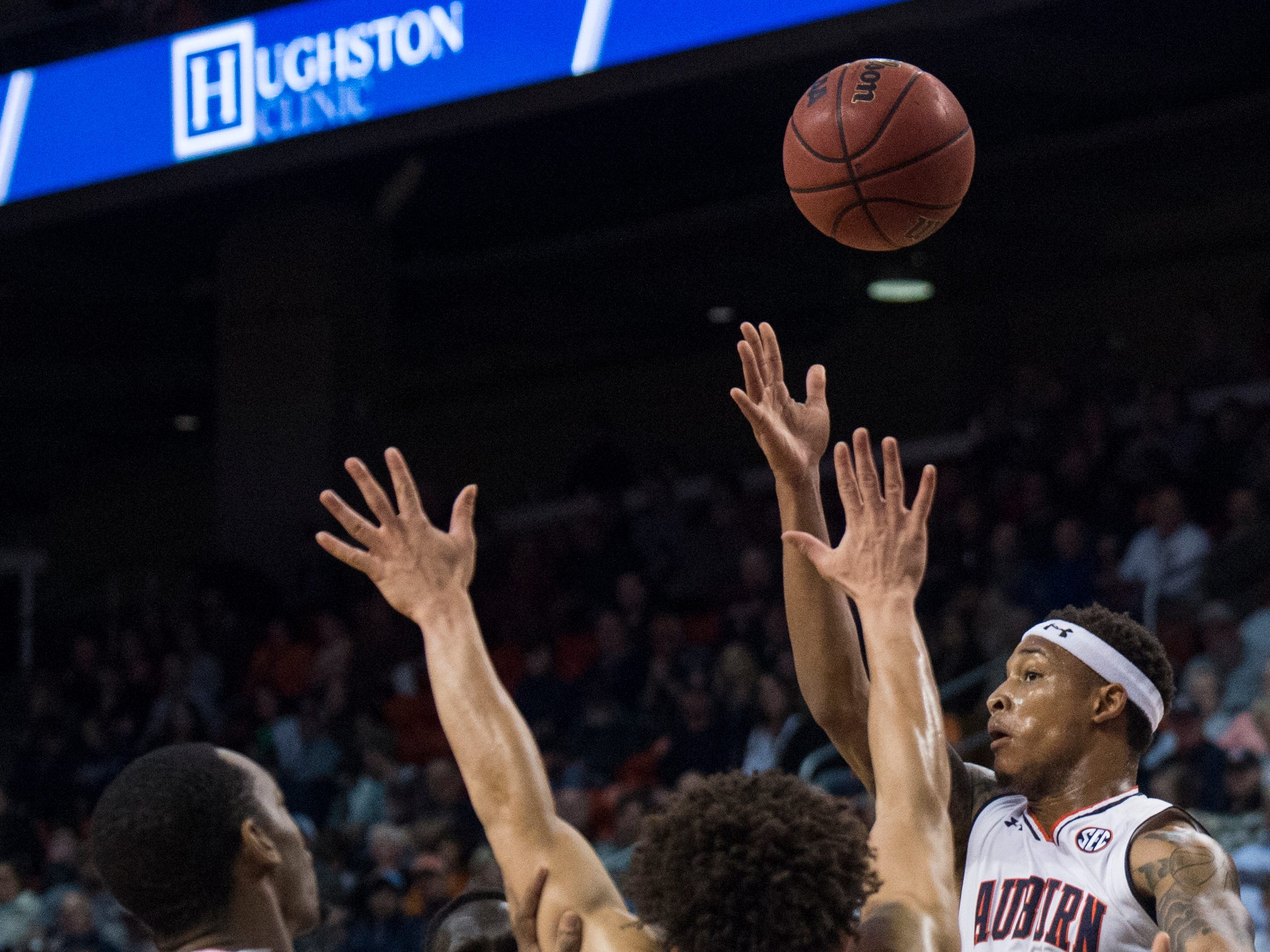 Auburn guard Bryce Brown (2) passes inside to center Austin Wiley (50)at Auburn Arena in Auburn, Ala., on Wednesday, Nov. 28, 2018. Auburn defeated Saint Peter's 99-49.