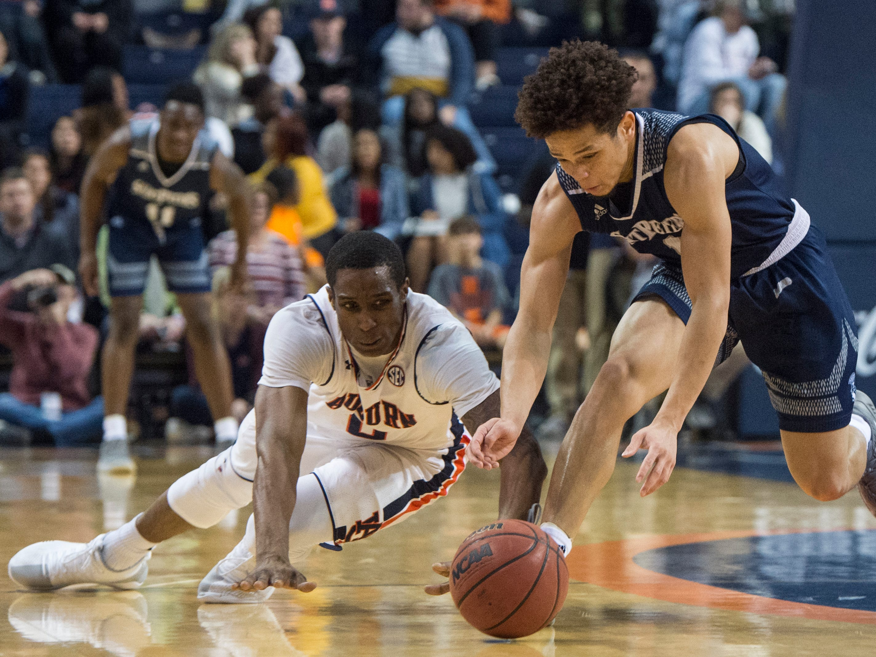 Auburn forward Horace Spencer (0) and Saint Peter's guard Davauhnte Turner (1) go after a loose ball at Auburn Arena in Auburn, Ala., on Wednesday, Nov. 28, 2018. Auburn defeated Saint Peter's 99-49.