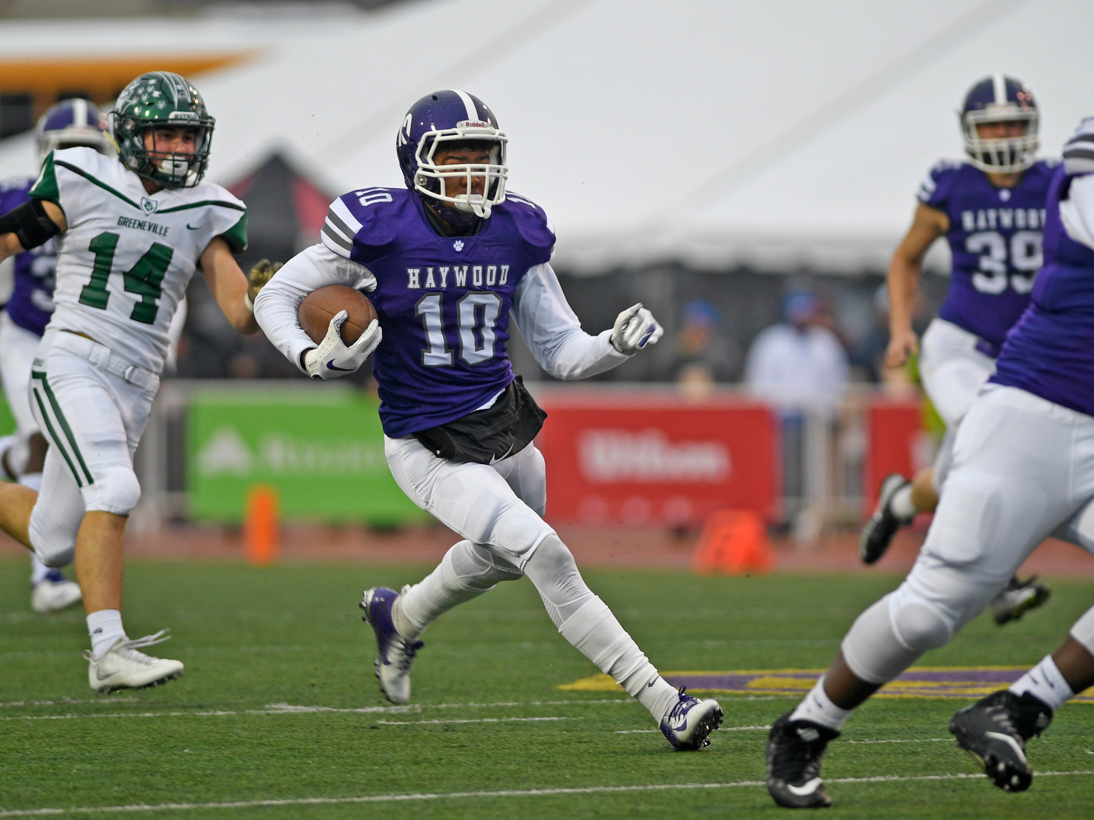 Haywood's Taylor Shields (10) runs the opening kickoiff back for a touchdown in the Class 4A BlueCross Bowl state championship at Tennessee Tech's Tucker Stadium in Cookeville, Tenn., on Thursday, Nov. 29, 2018.